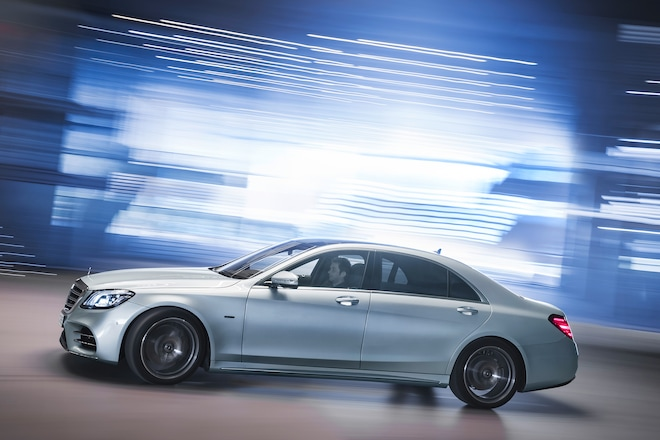 2018 Mercedes Benz S 560 E Side Profile In Motion 01