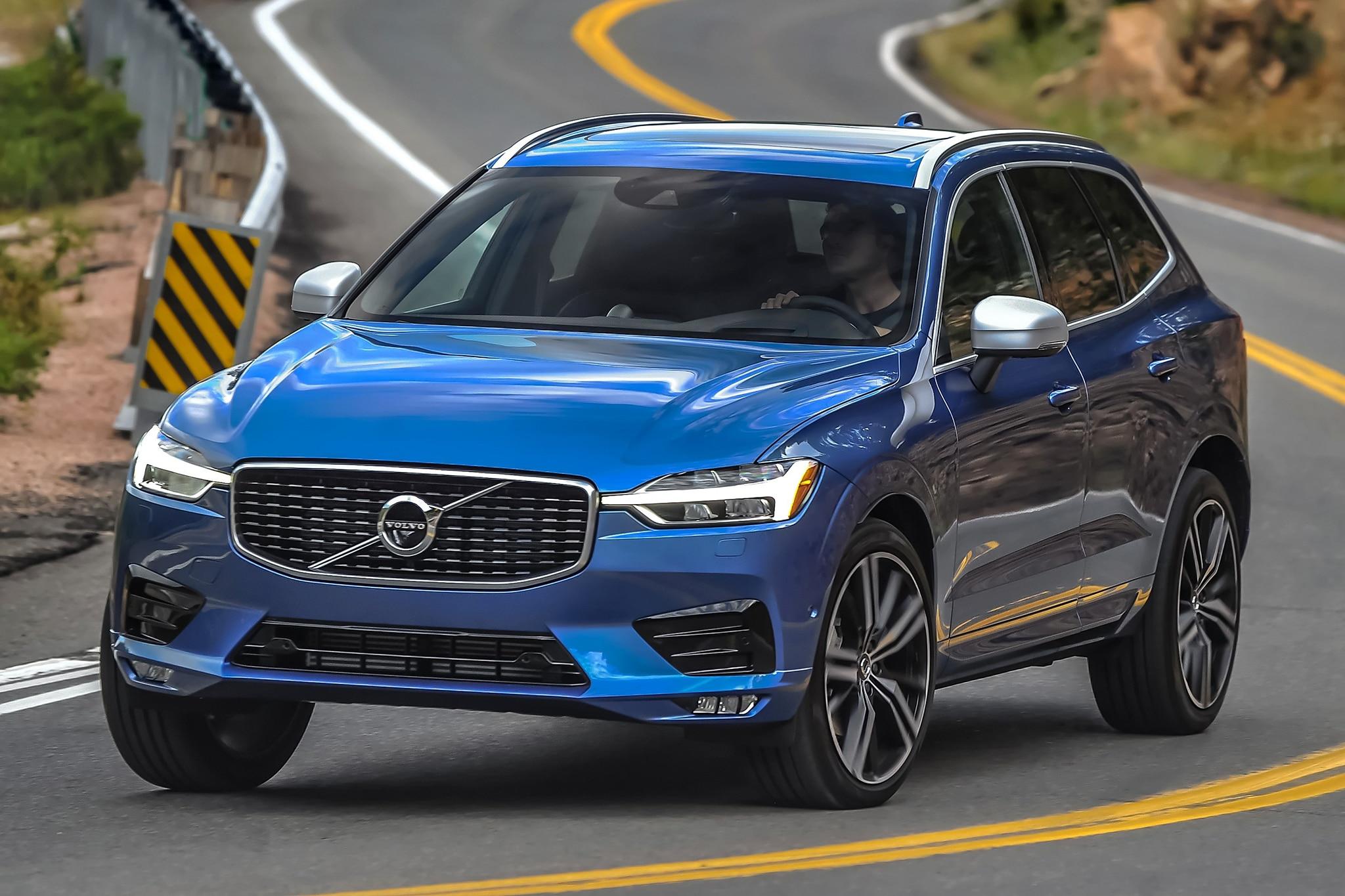 2018 Volvo XC60 T8 R Design Front Three Quarter In Motion 02