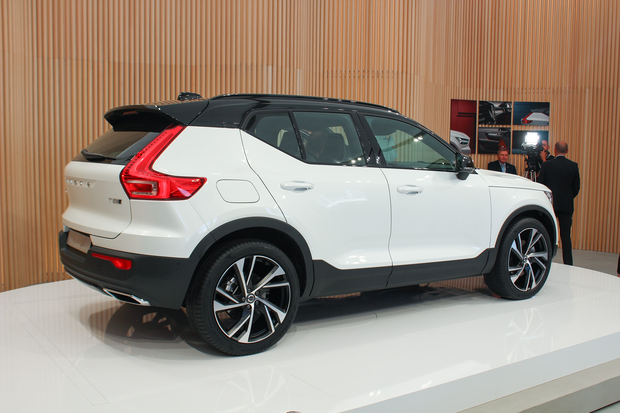 2019 Volvo Xc40 Crashes Milan S Fashion Week Automobile Magazine