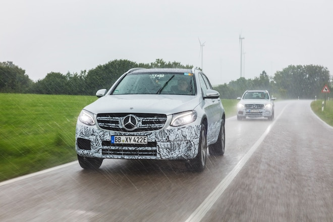 https://st.automobilemag.com/uploads/sites/11/2017/09/Mercedes-Benz-GLC-F-Cell-_024.jpg?interpolation=lanczos-none&fit=around 660:440