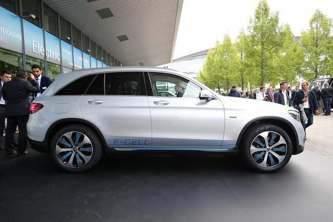 https://st.automobilemag.com/uploads/sites/11/2017/09/Mercedes-Benz-GLC-F-Cell-side-profile.jpg?interpolation=lanczos-none&fit=around 660:440