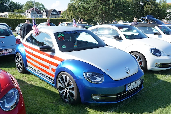 Then Parading Back To Travemünde With Their Fellow Sunshiners Here A Second Generation Beetle Done Up As The Statue Of Liberty Prepares Lead