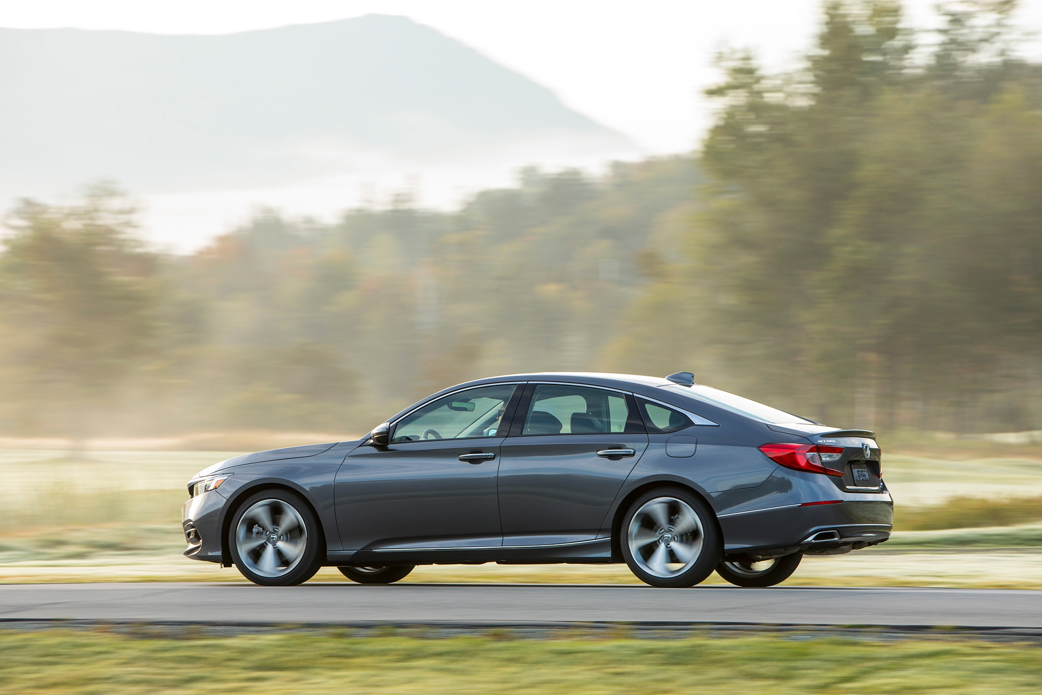 2018 Honda Accord Touring Sedan >> Three Things We Love About the 2018 Honda Accord | Automobile Magazine