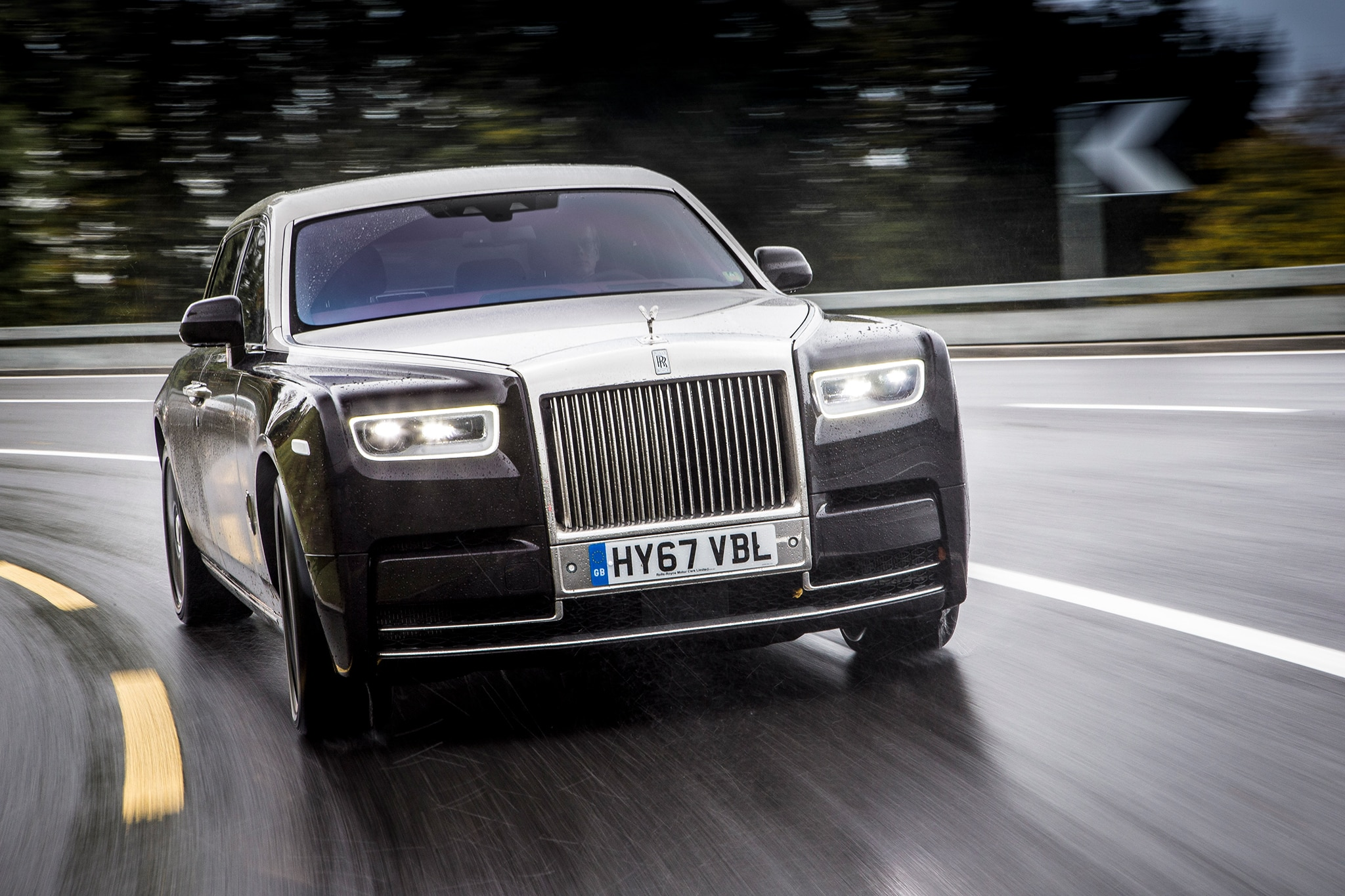2018 Rolls Royce Phantom VIII Front View In Motion 11