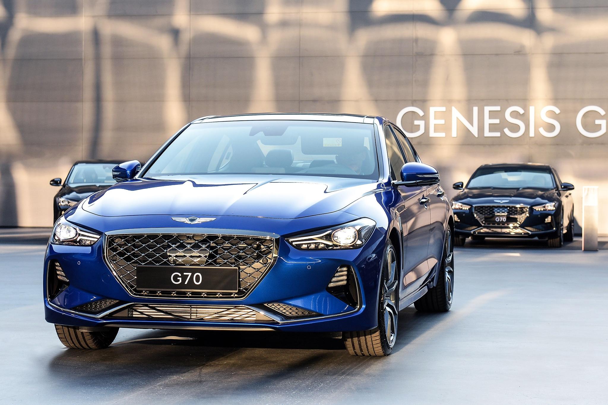 2019 Genesis G70 Front Three Quarter 04
