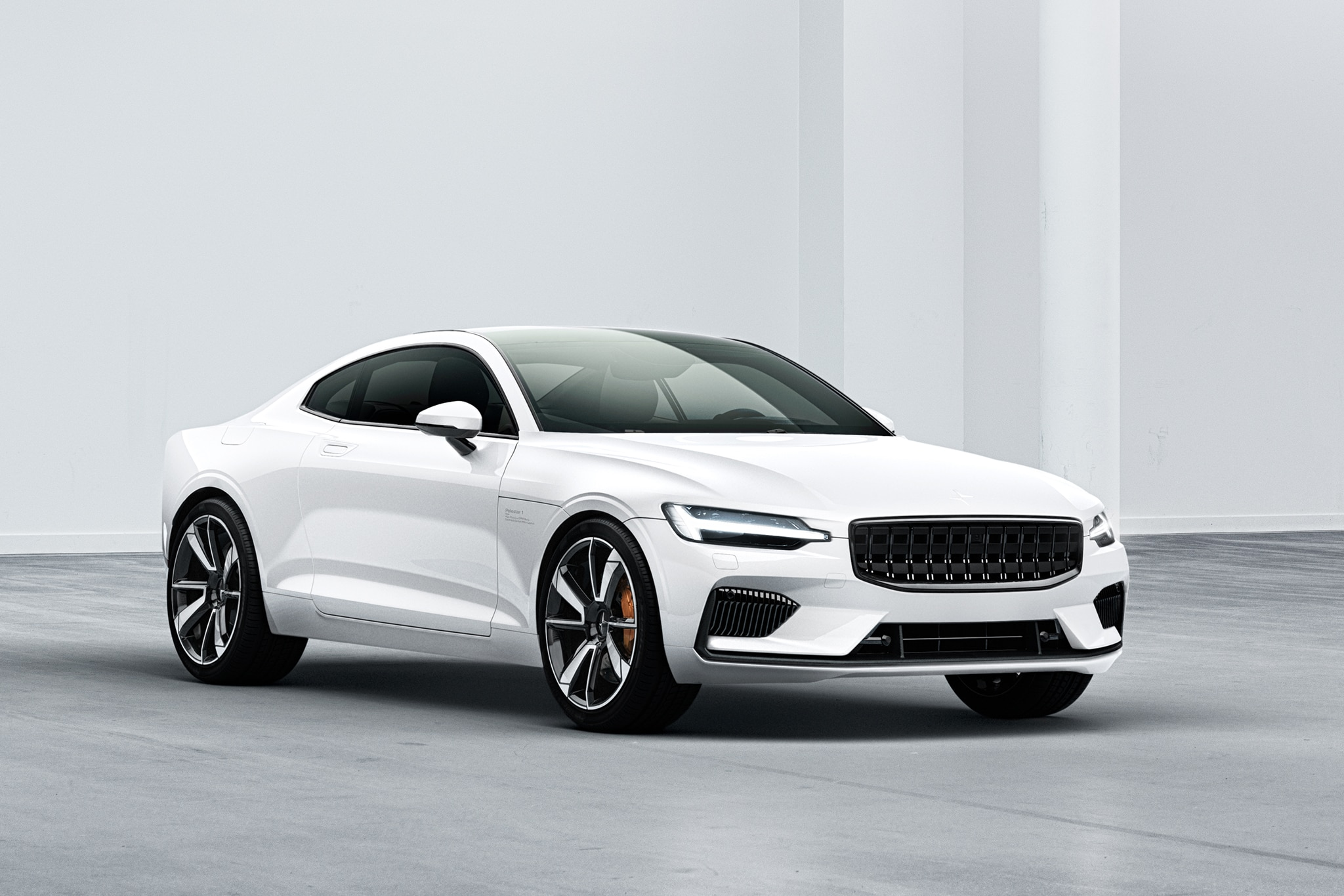 Polestar 1 Front Three Quarter 01