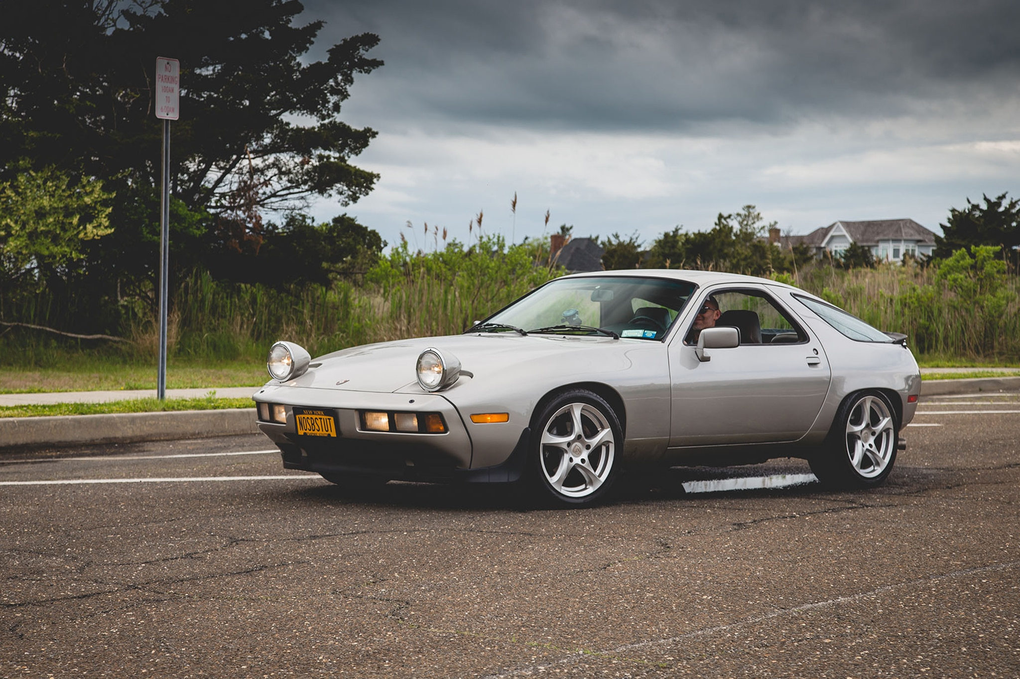 1982 Porsche 928 Front Three Quarter 03