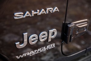 2018 Jeep Wrangler Sahara Badge 02
