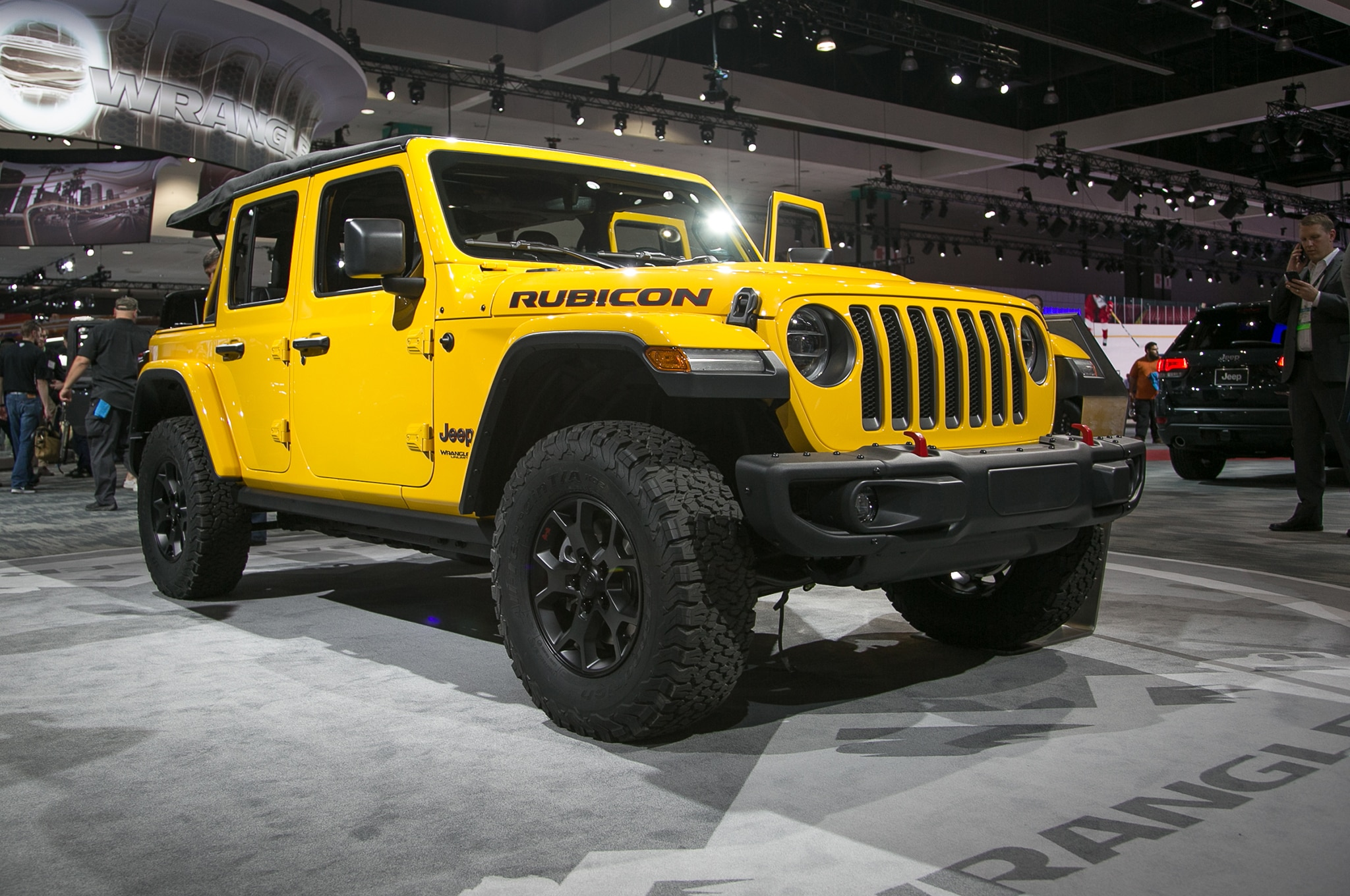 2018 Jeep Wrangler Front Three Quarter 02 2