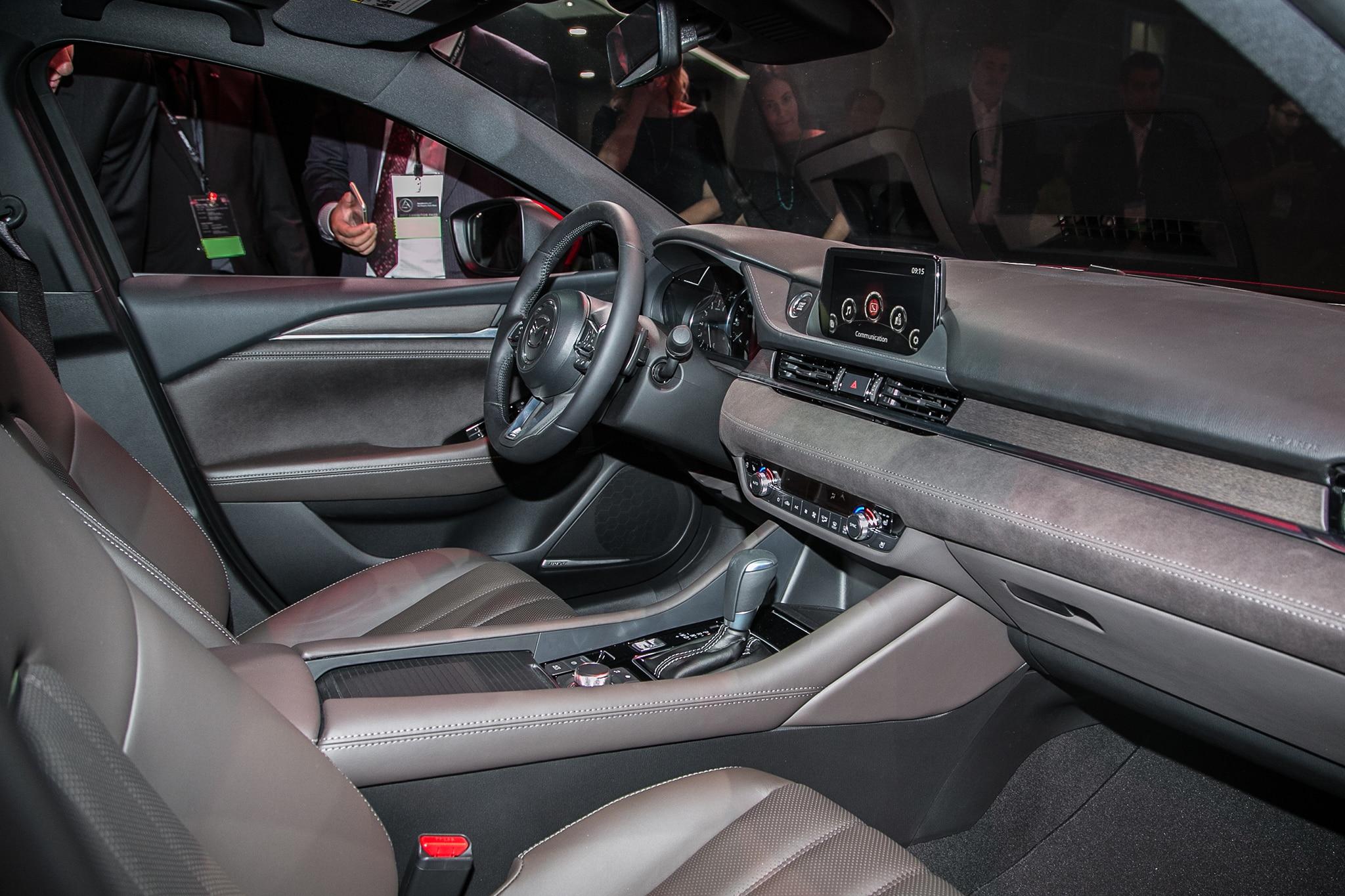 https://st.automobilemag.com/uploads/sites/11/2017/11/2018-Mazda6-cabin-02.jpg