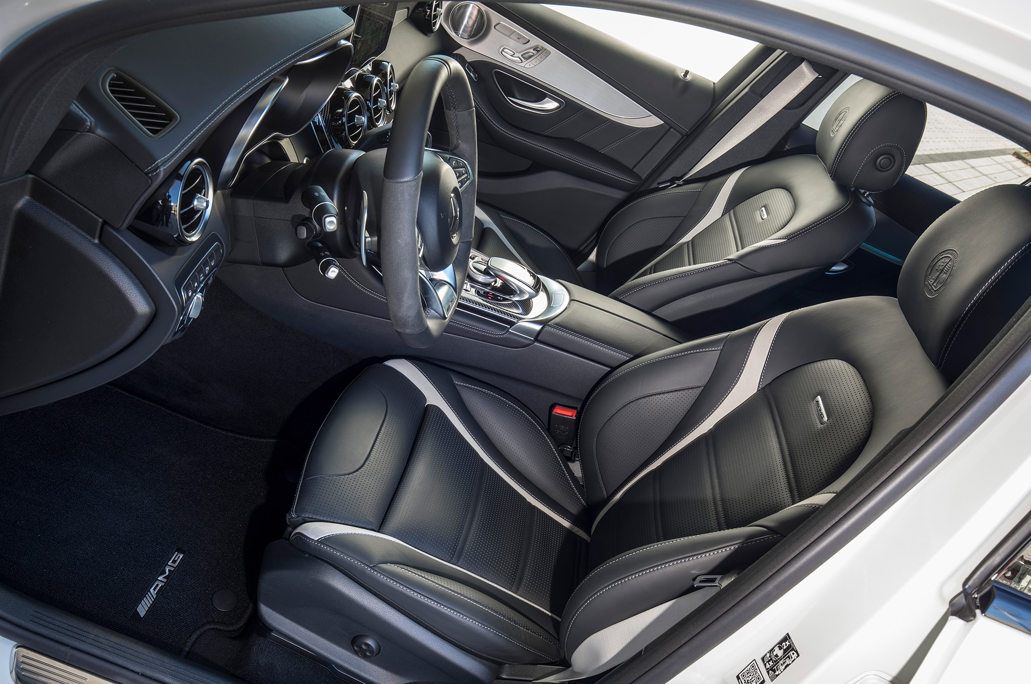 https://st.automobilemag.com/uploads/sites/11/2017/11/2018-Mercedes-AMG-GLC63-S-Coupe-front-interior-drivers-side-01.jpg