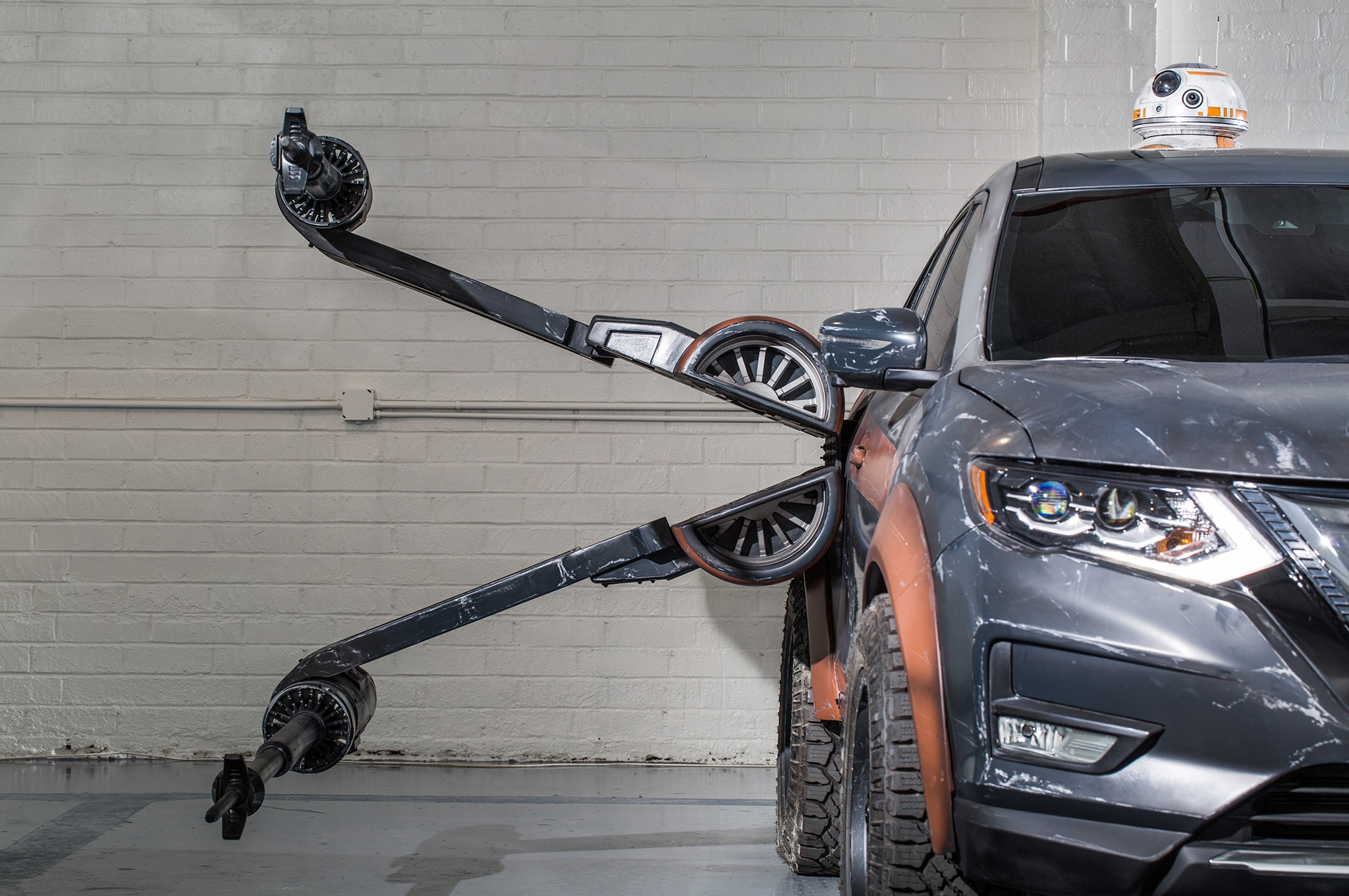 2018 Nissan Rogue Show Car Poe Damerons X Wing With BB 8 Side Detail