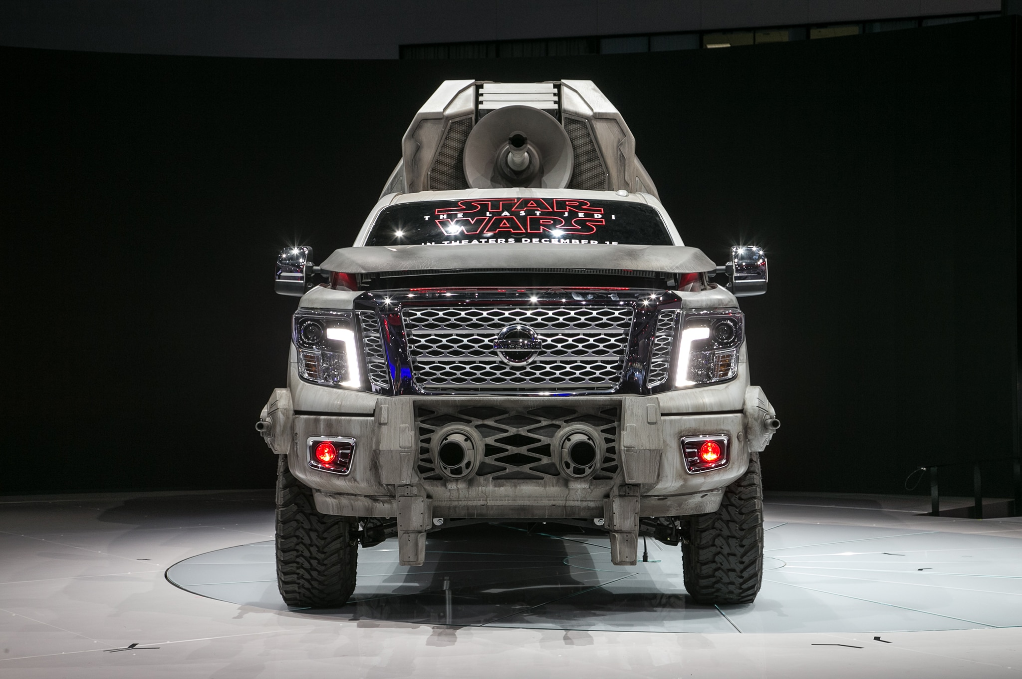 2018 Nissan Titan AT M6 Show Car Front