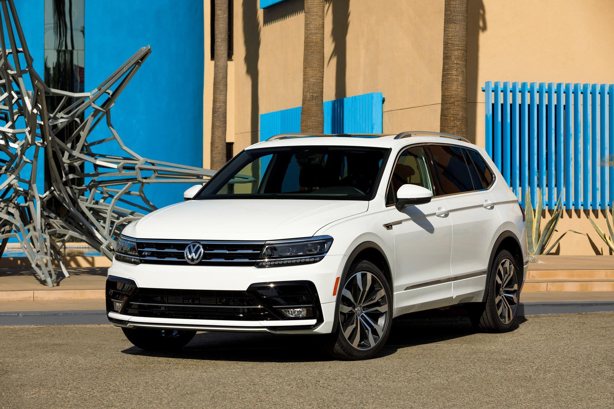 2018 Volkswagen Tiguan R Line Front Three Quarter