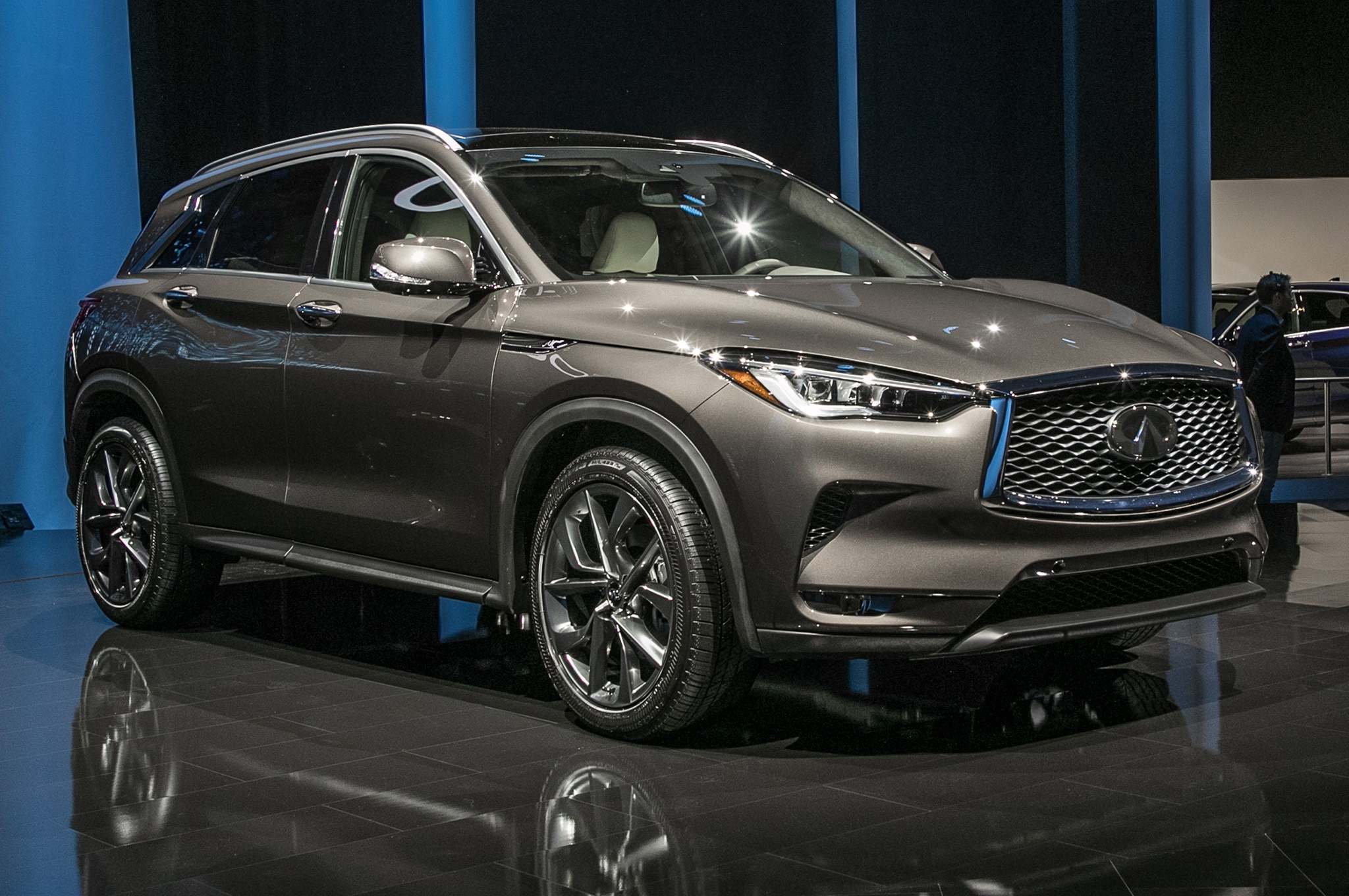 2019 Infiniti QX50 Front Side View