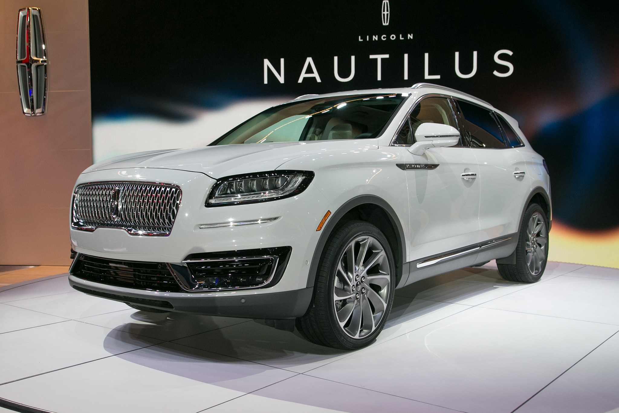 2019 Lincoln Nautilus Front Three Quarter