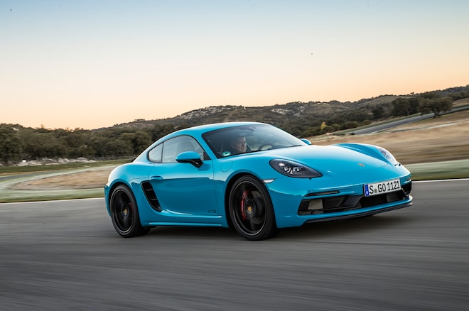 2018 Porsche 718 Cayman GTS Front Side In Motion 01