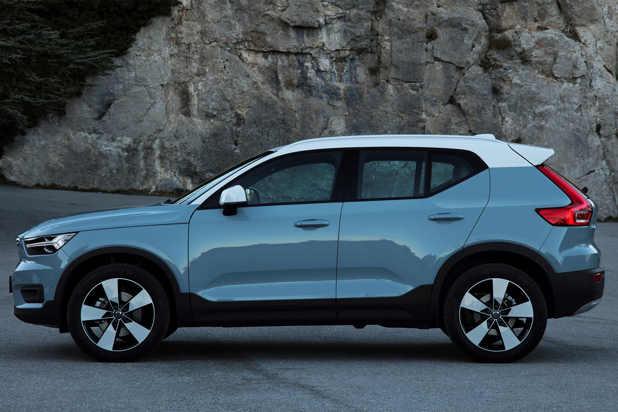 2019 volvo xc40 first drive review automobile magazine. Black Bedroom Furniture Sets. Home Design Ideas
