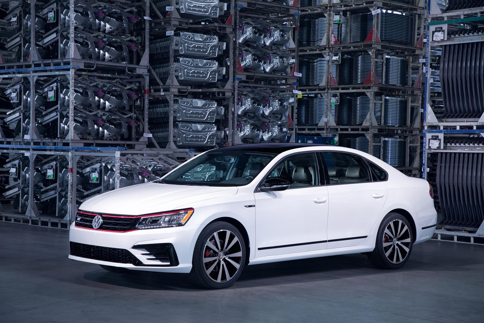 2018 Volkswagen Passat GT Front Three Quarter