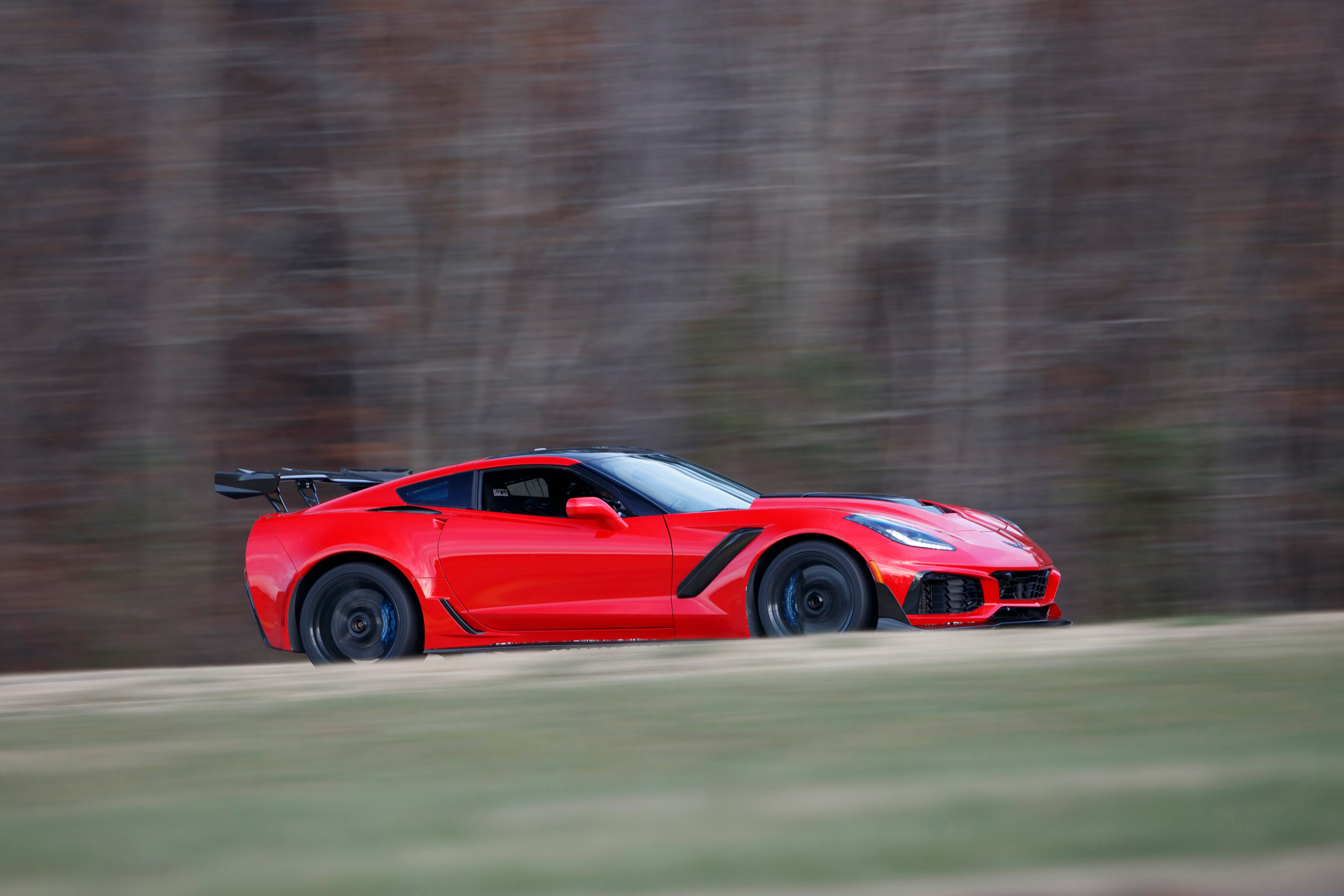 2019 Chevrolet Corvette ZR1 Sets Lap Record at Virginia ...