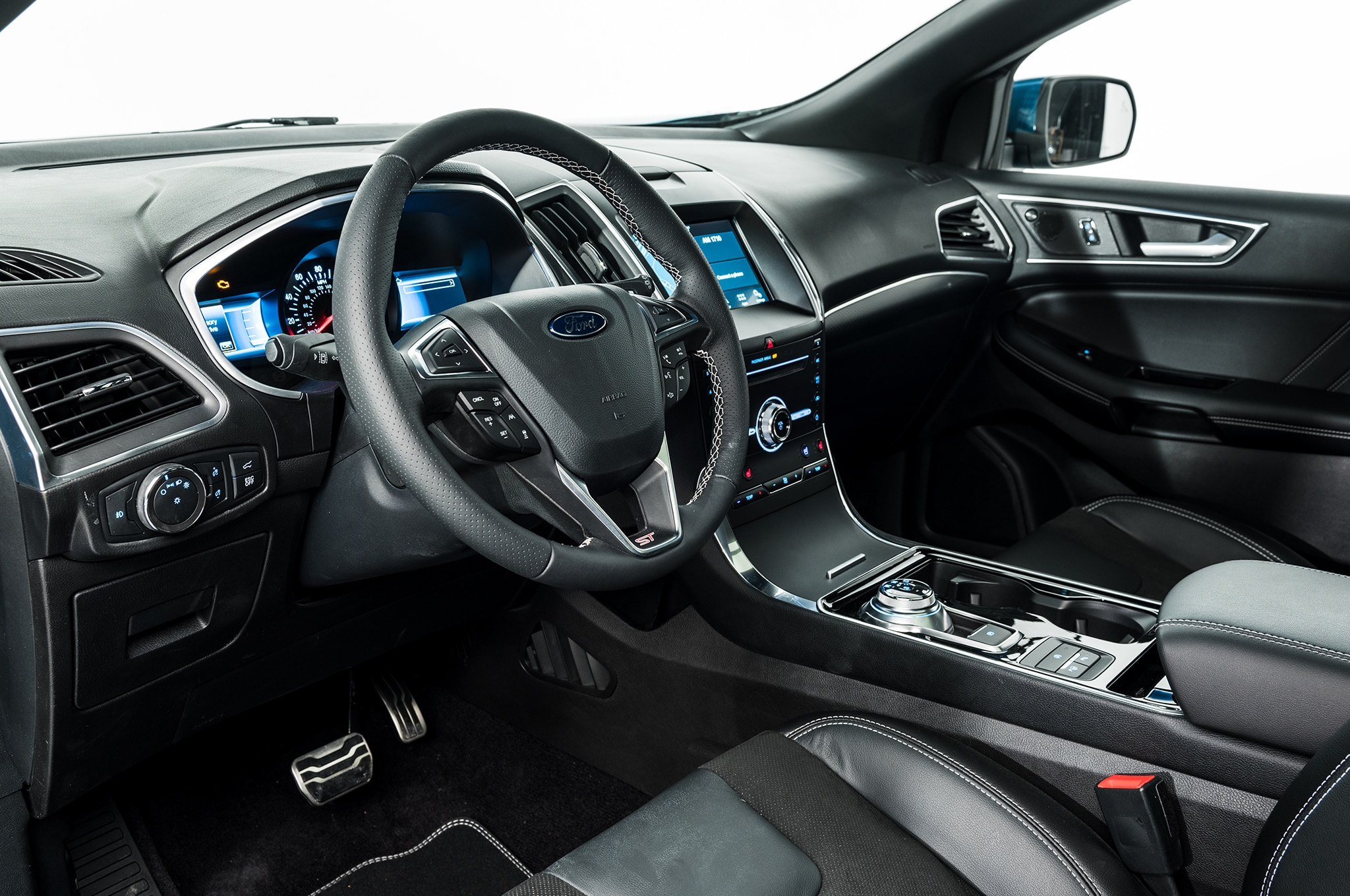 All  Ford Edges Come With A New E Shifter For The Eight Speed Automatic And Wireless Charging On The Center Console