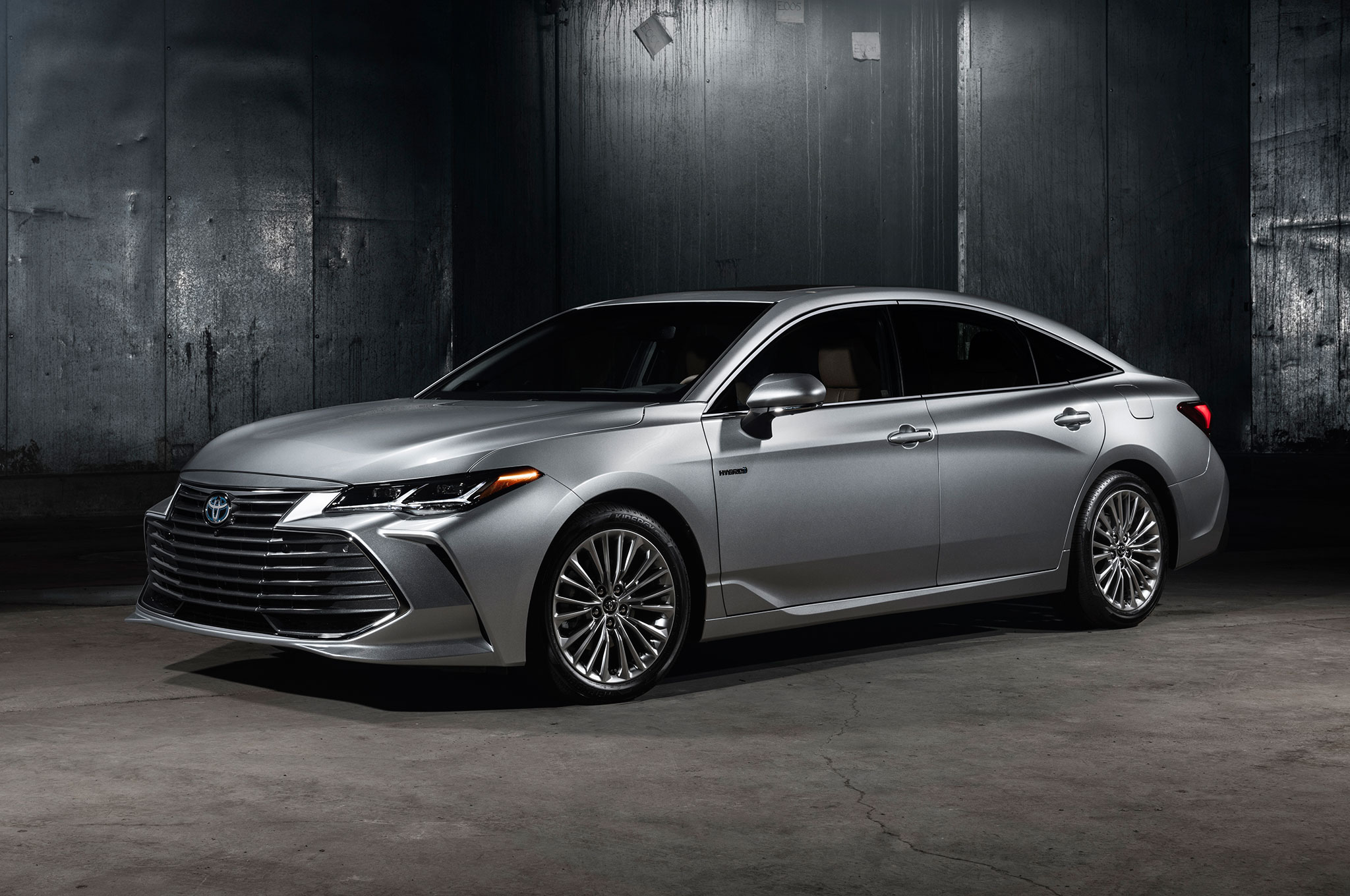 2019 Toyota Avalon Limited Hybrid Front Side View