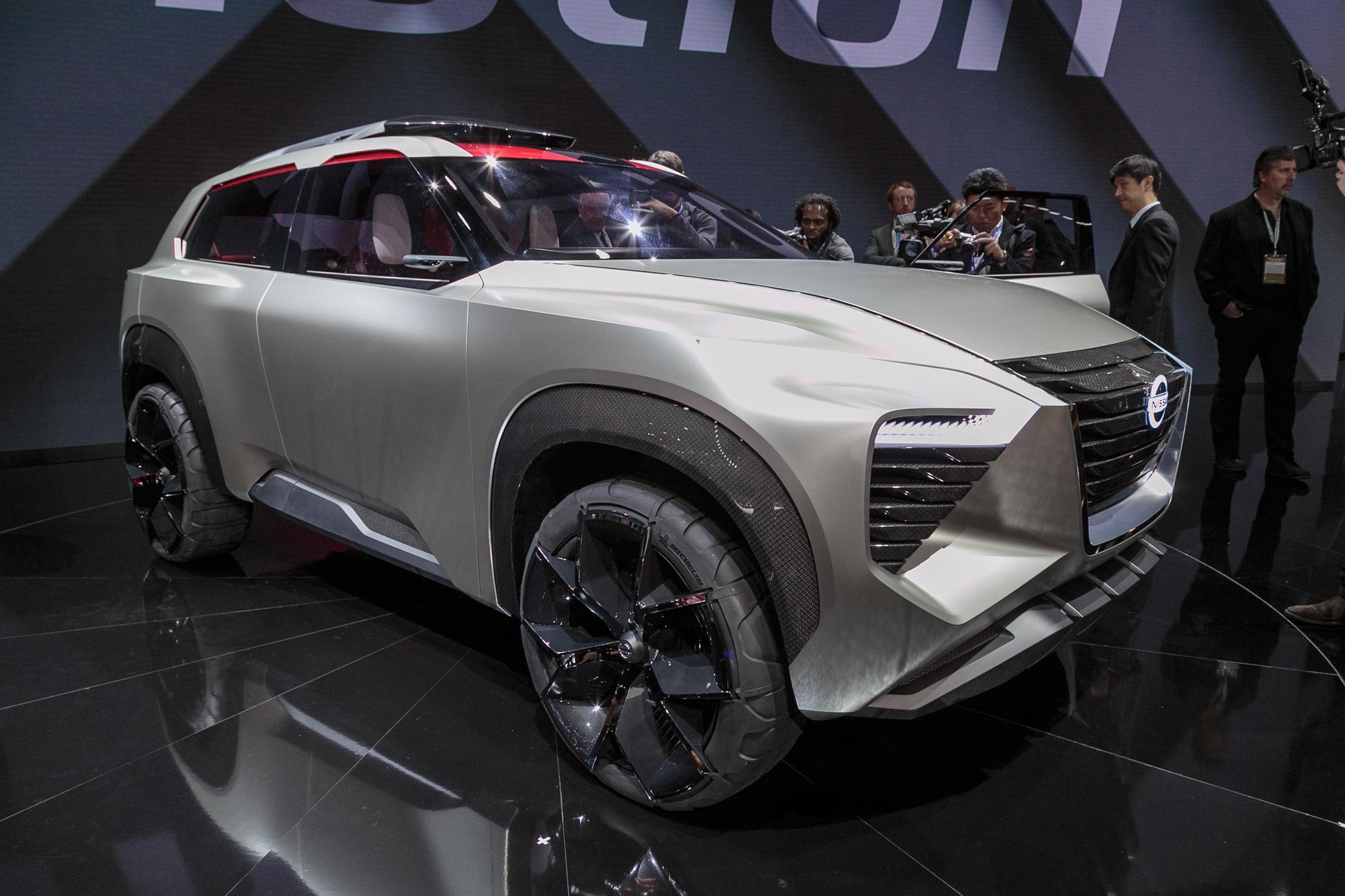 Nissan XMotion Concept Front Three Quarter