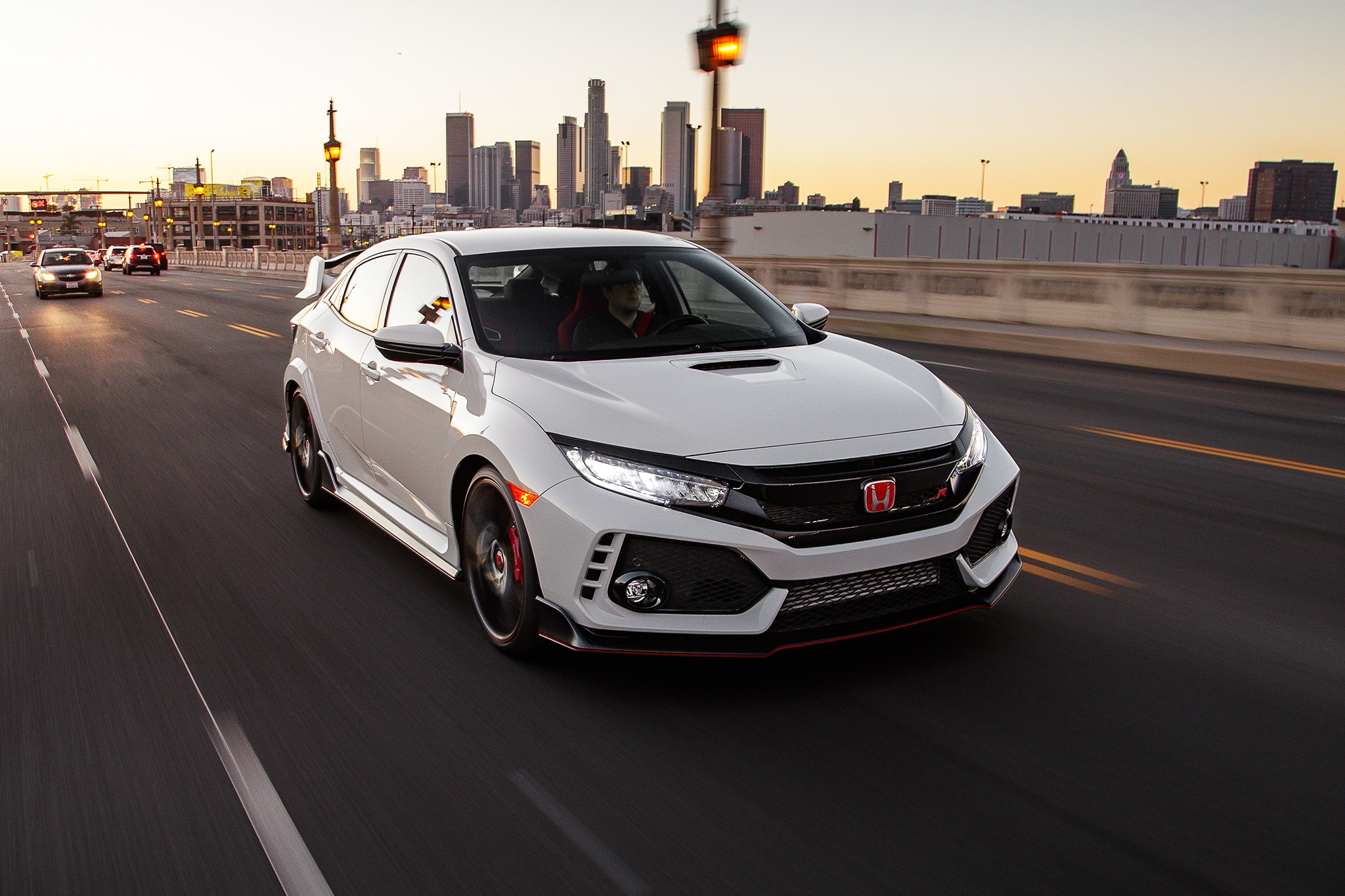 2017 Honda Civic Type R 26 Adver To Skip 1
