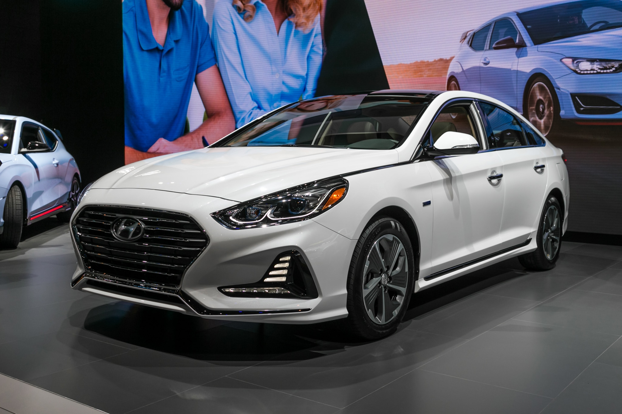 Hyundai Sonata Hybrid 2018 >> 2018 Hyundai Sonata Hybrid And Phev Efficiently Debut In Chicago