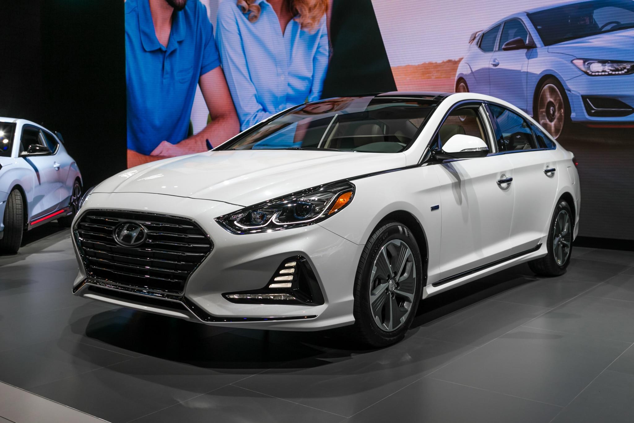 2018 Hyundai Sonata Hybrid Front Three Quarter