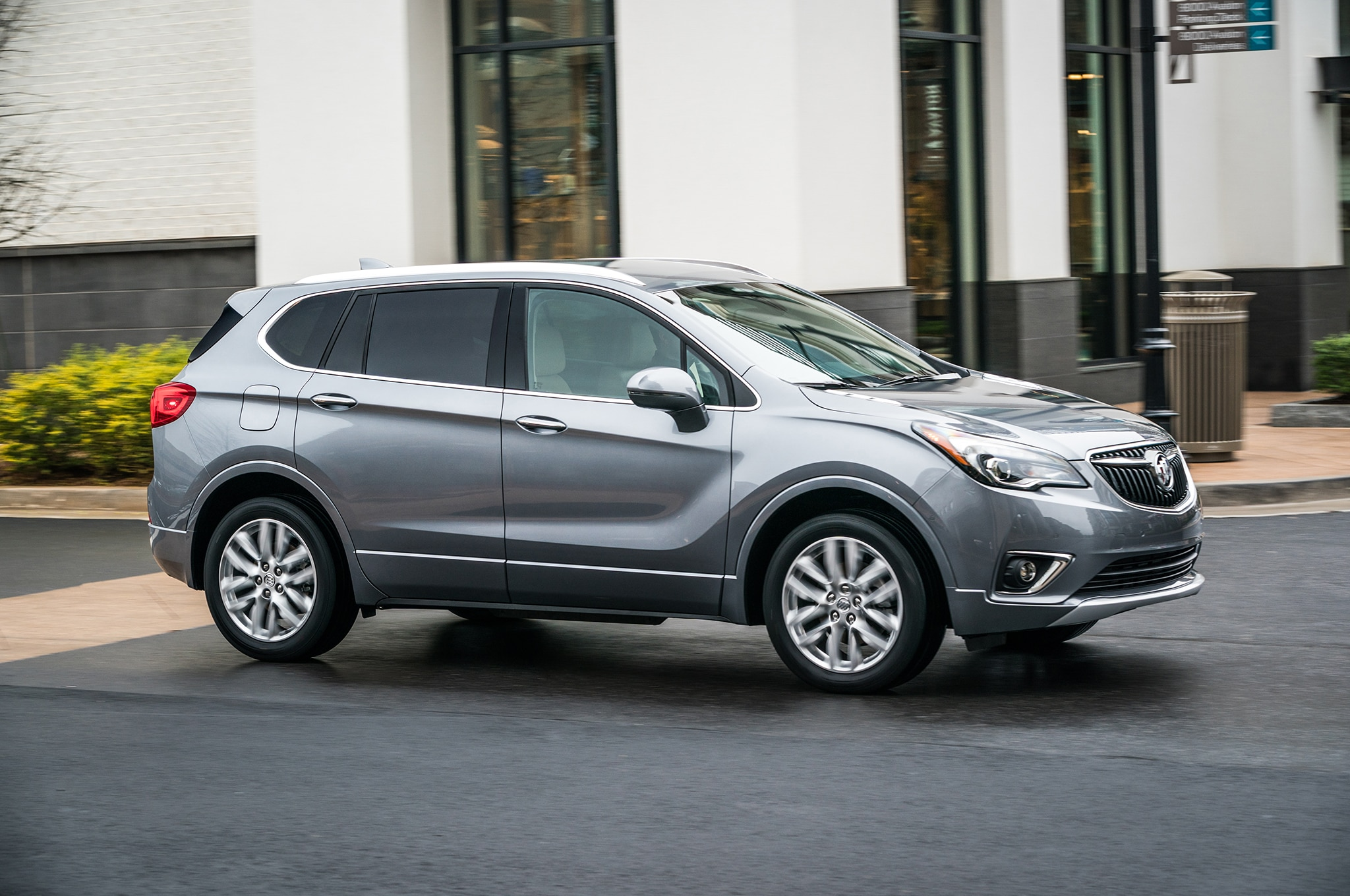 2019 Buick Envision Front Side In Motion 01
