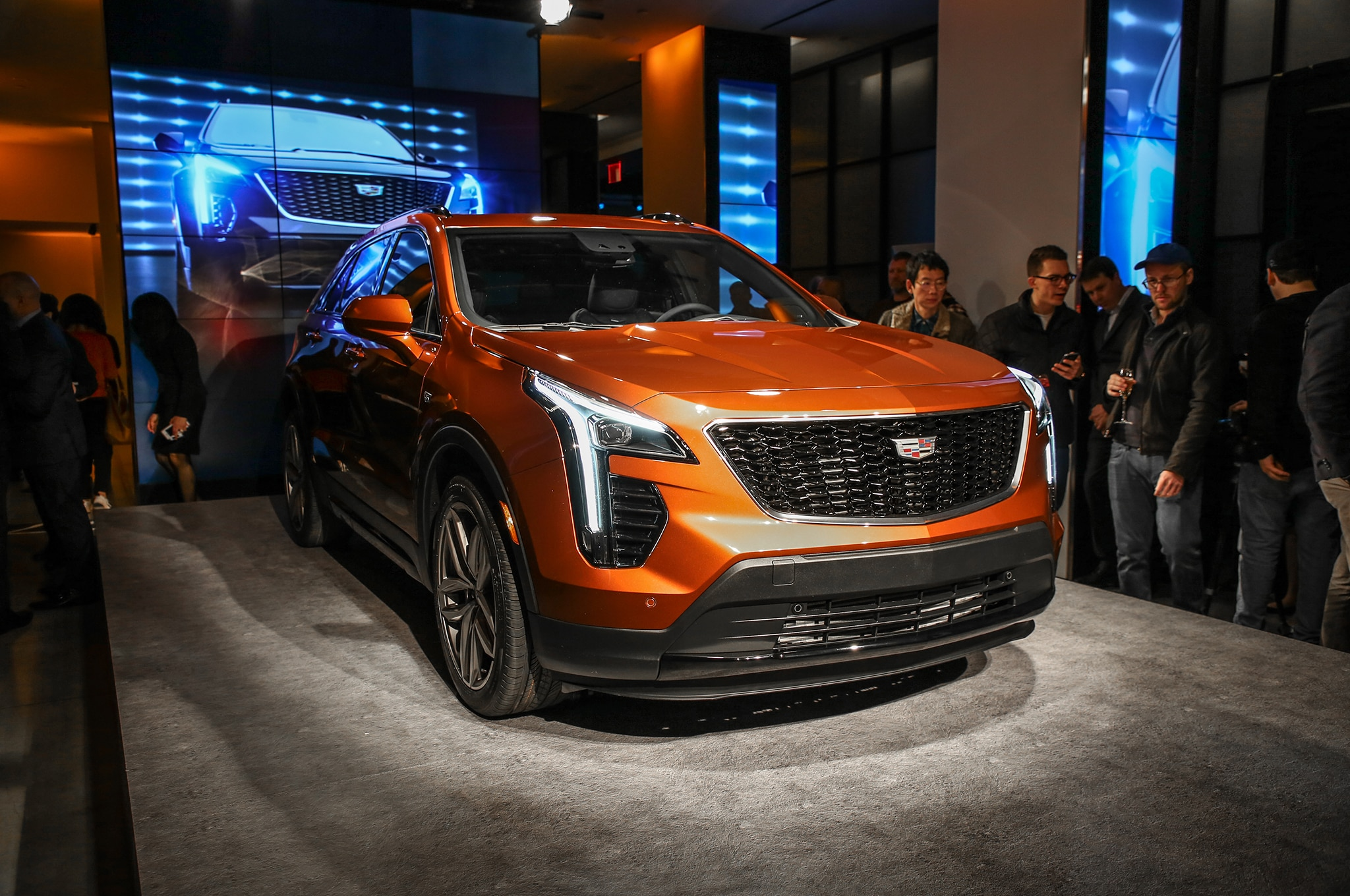 2019 Cadillac XT4 Front Three Quarter 02 1