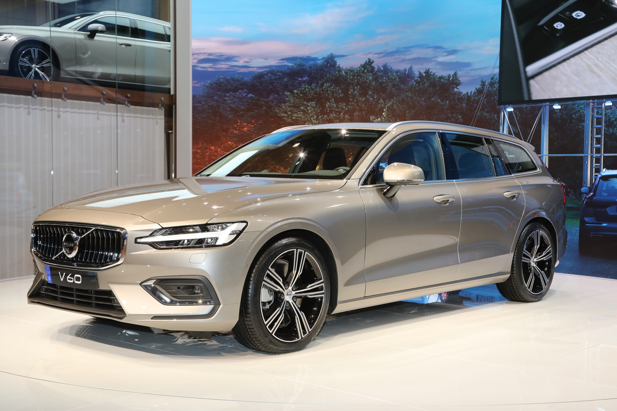 2019 volvo v60 joins the geneva auto show automobile. Black Bedroom Furniture Sets. Home Design Ideas