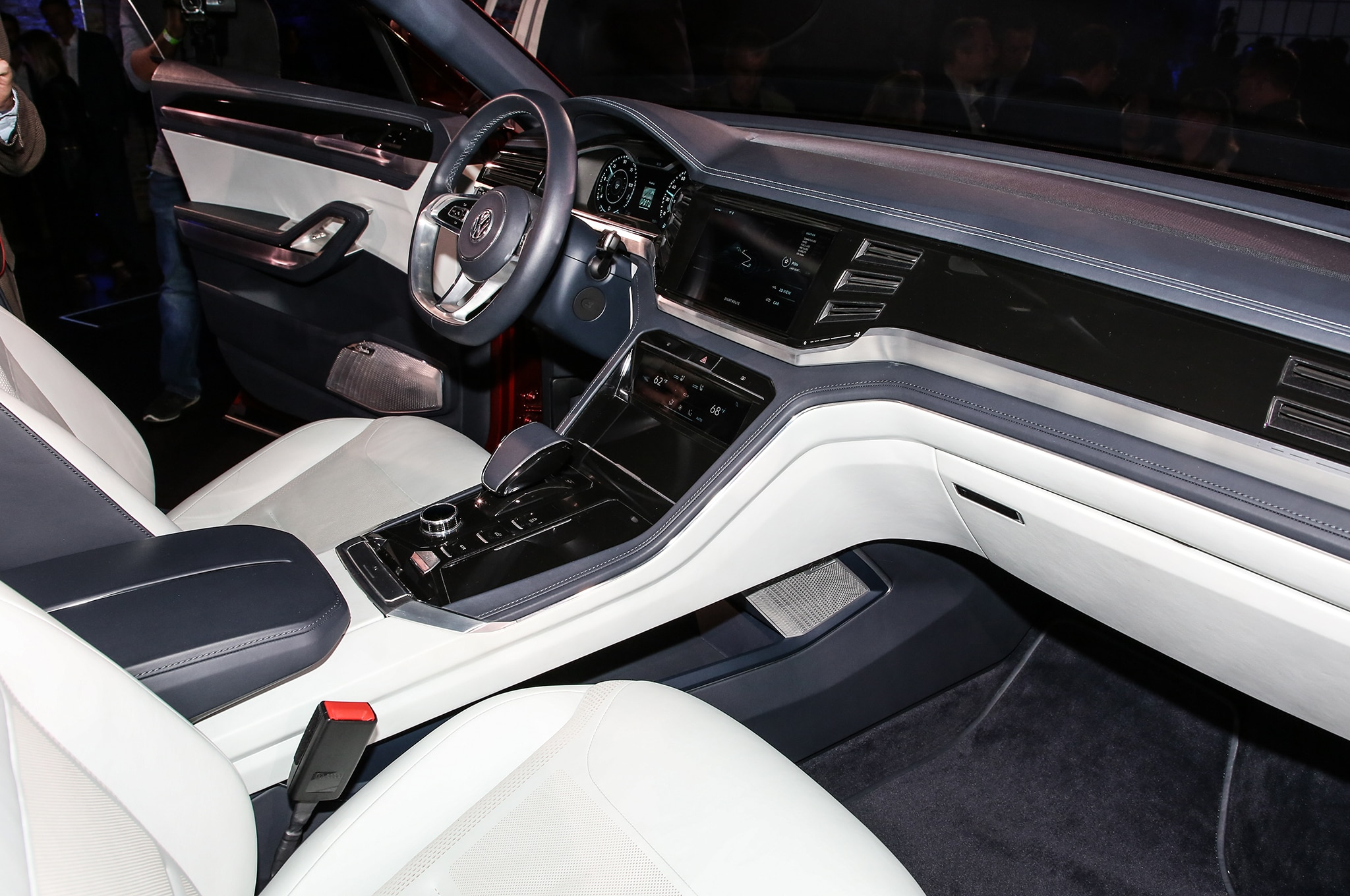 Vw Atlas Interior >> Volkswagen Atlas Cross Sport Concept Previews Two-Row ...