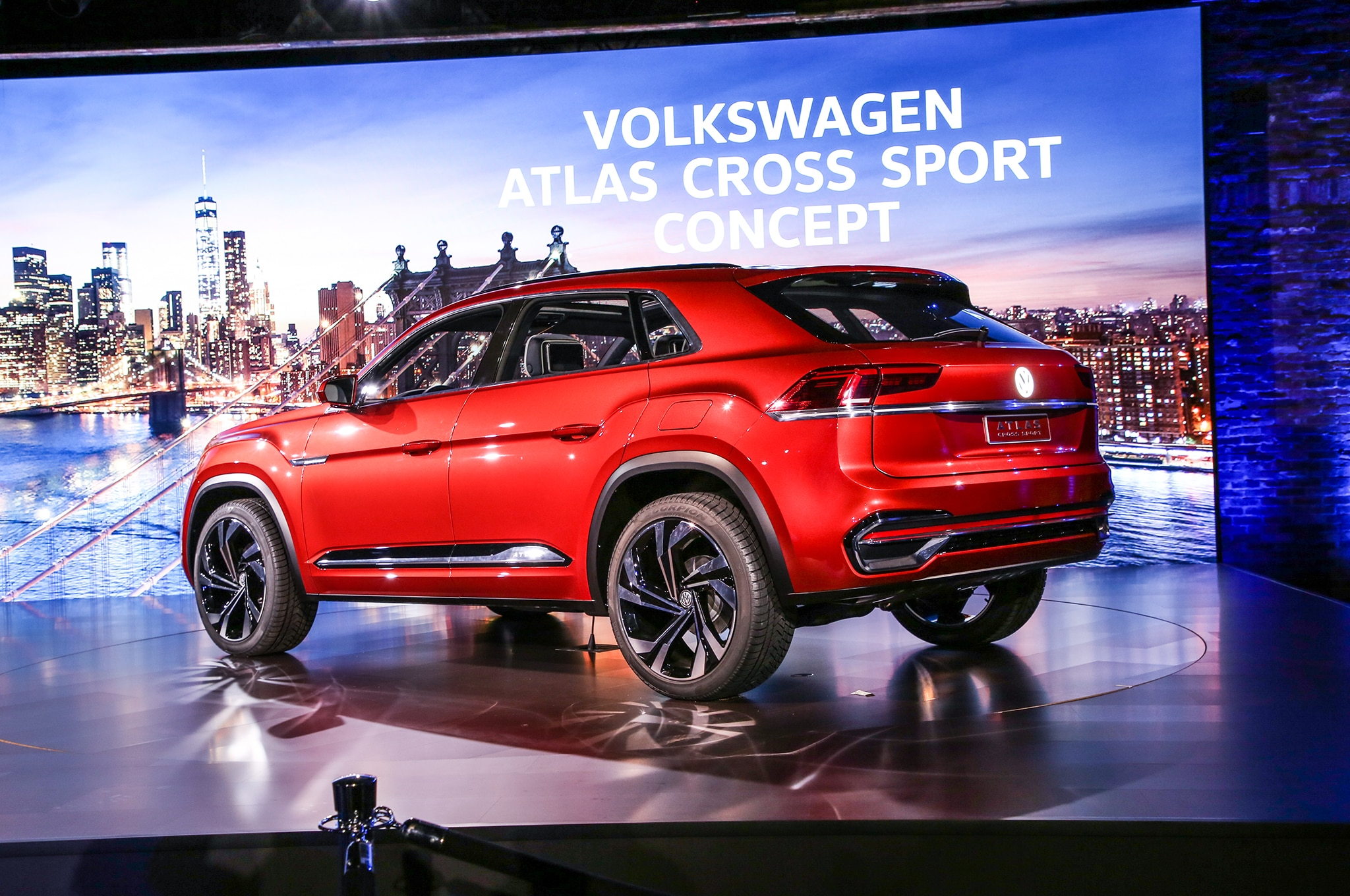 Volkswagen Atlas Cross Sport Concept Previews Two-Row ...