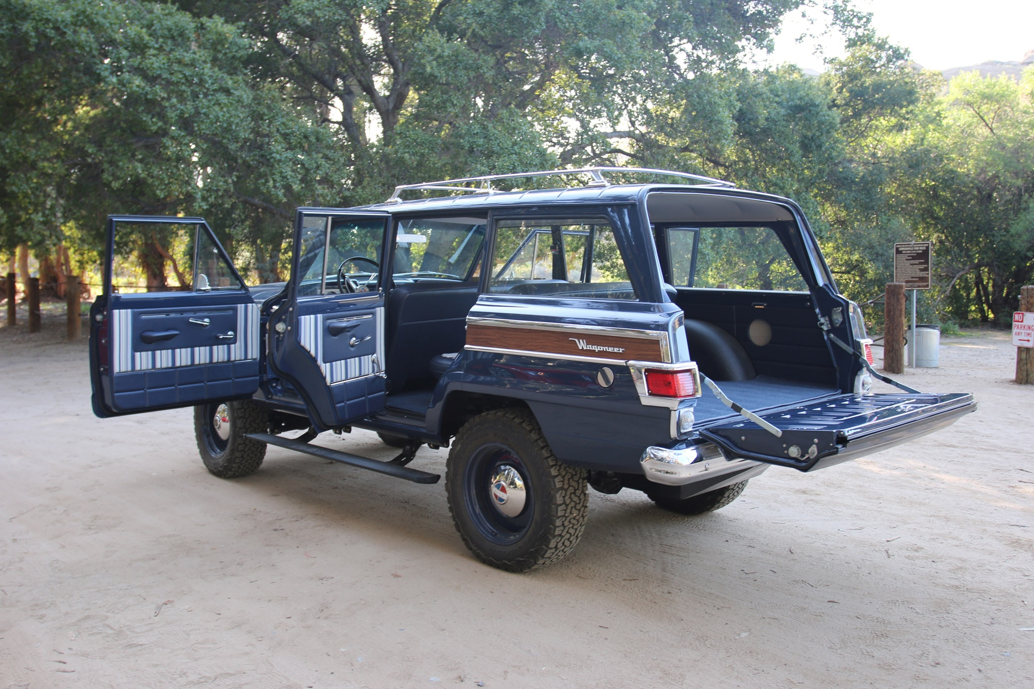 1965 Icon Kaiser Jeep Wagoneer _1457