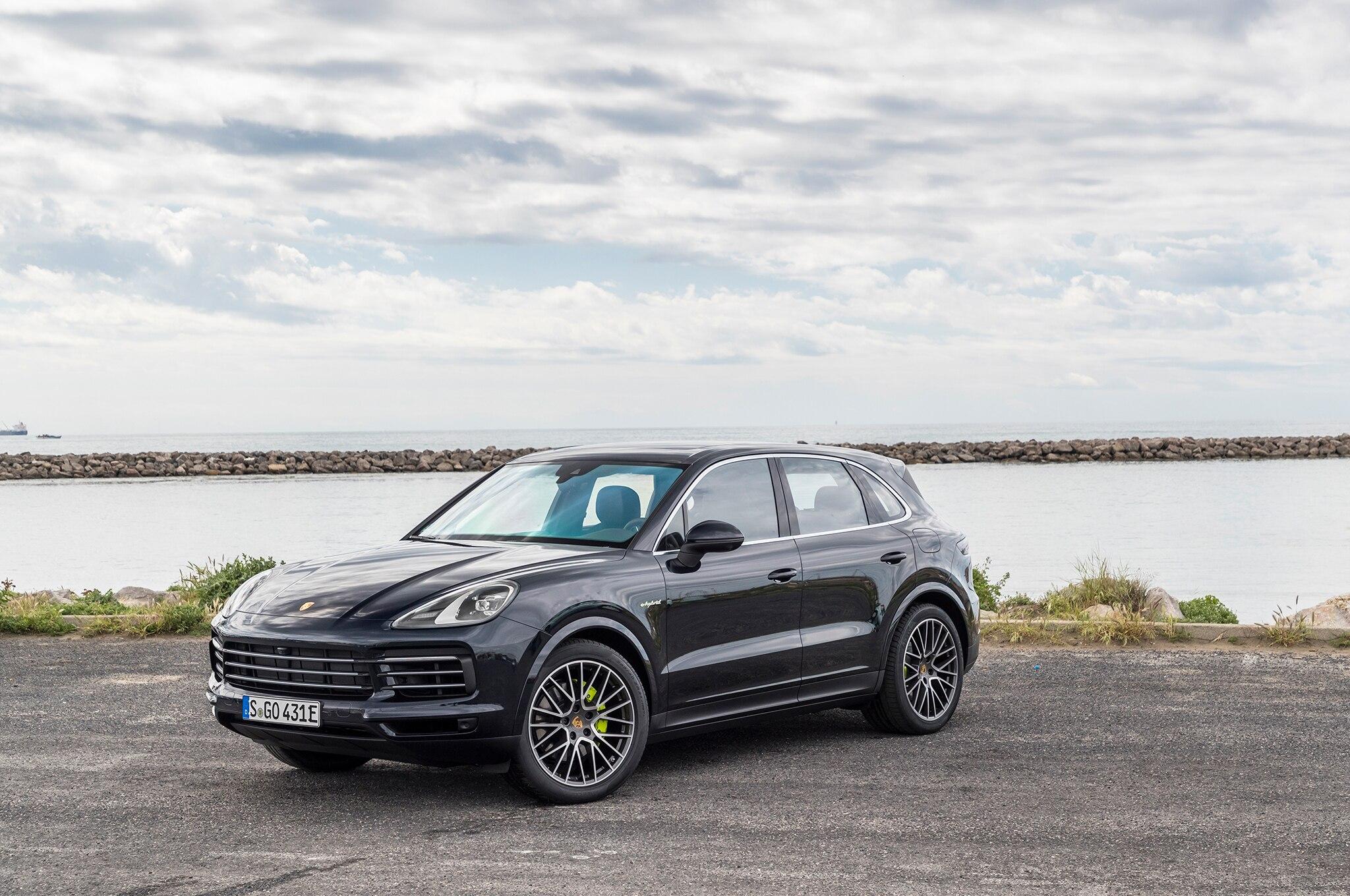 2019 porsche cayenne e hybrid first drive review automobile magazine. Black Bedroom Furniture Sets. Home Design Ideas