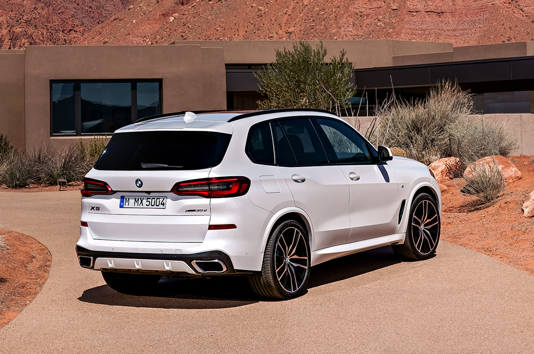 2019 bmw x5 offers more horsepower and a little less. Black Bedroom Furniture Sets. Home Design Ideas
