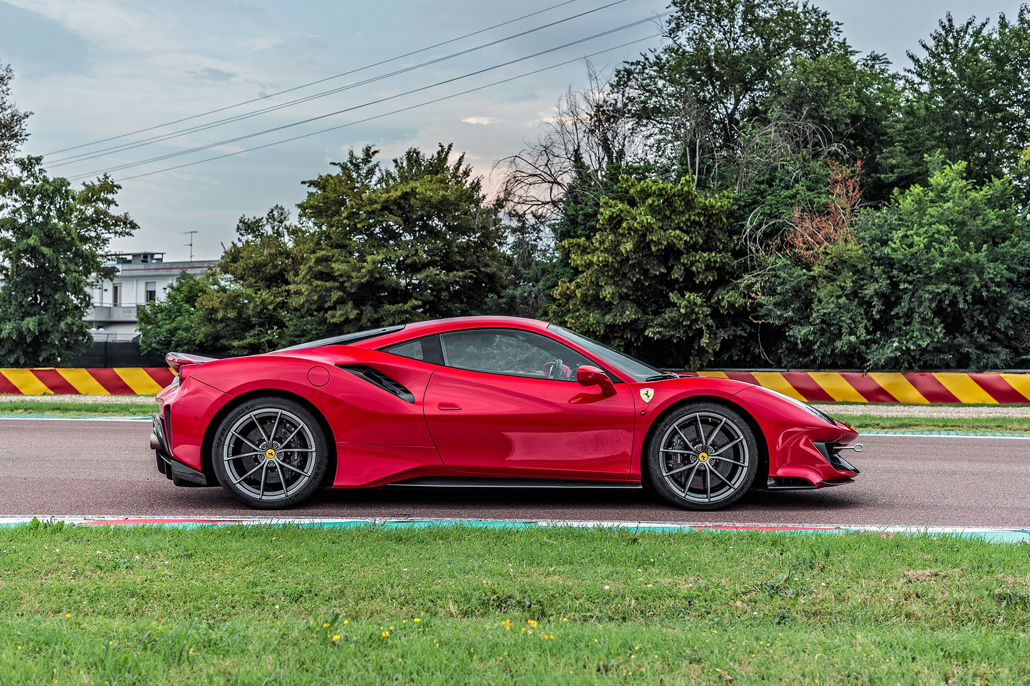 2019 new and future cars  ferrari 488 pista