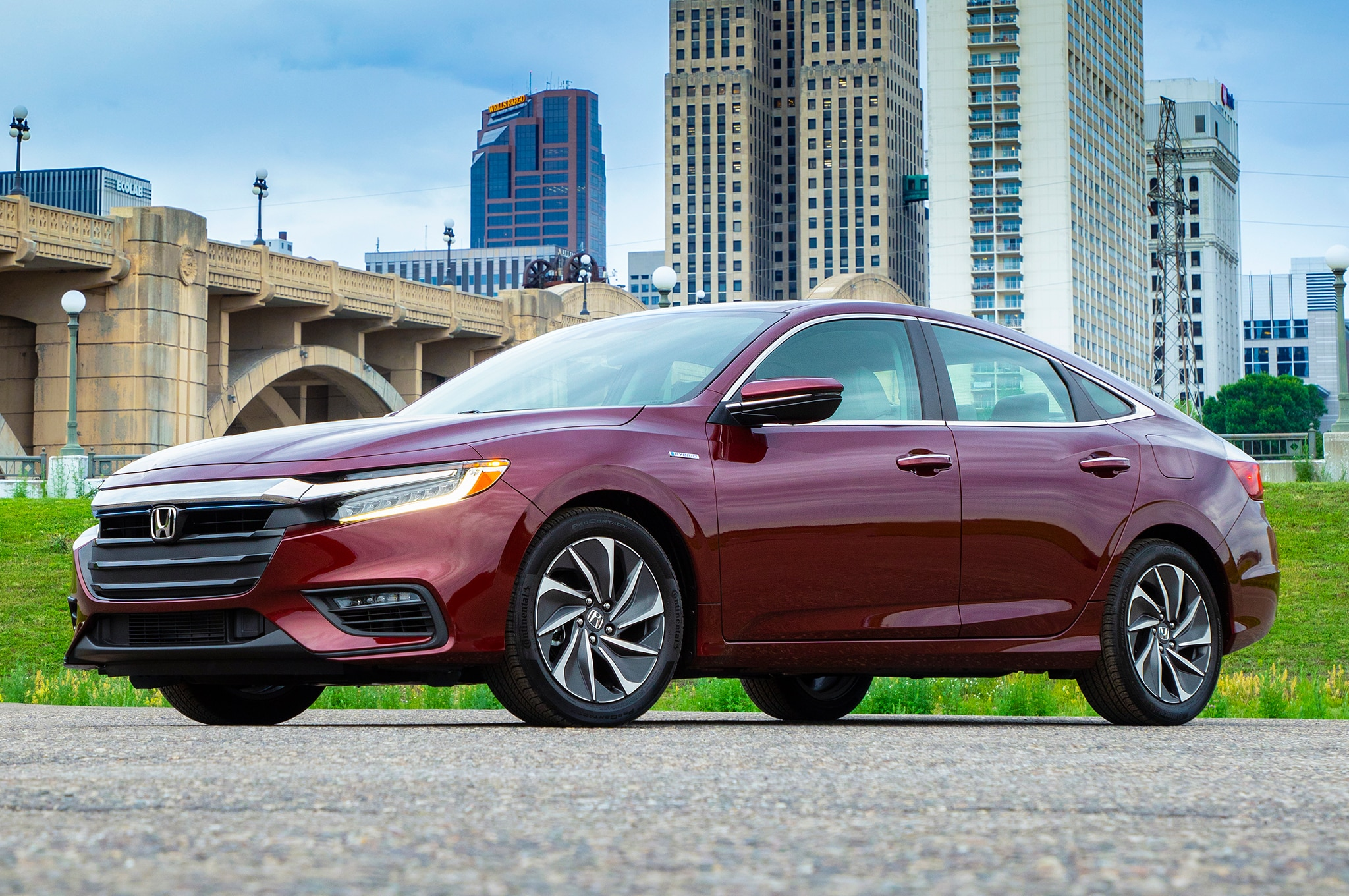 2019 Honda Insight Front Three Quarter 02