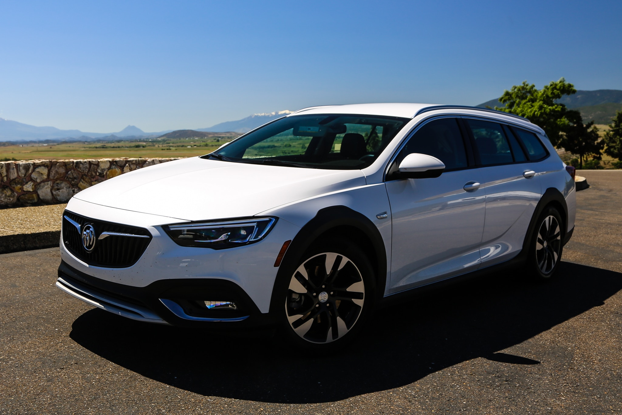 2018 buick regal tourx essence awd quick take review. Black Bedroom Furniture Sets. Home Design Ideas