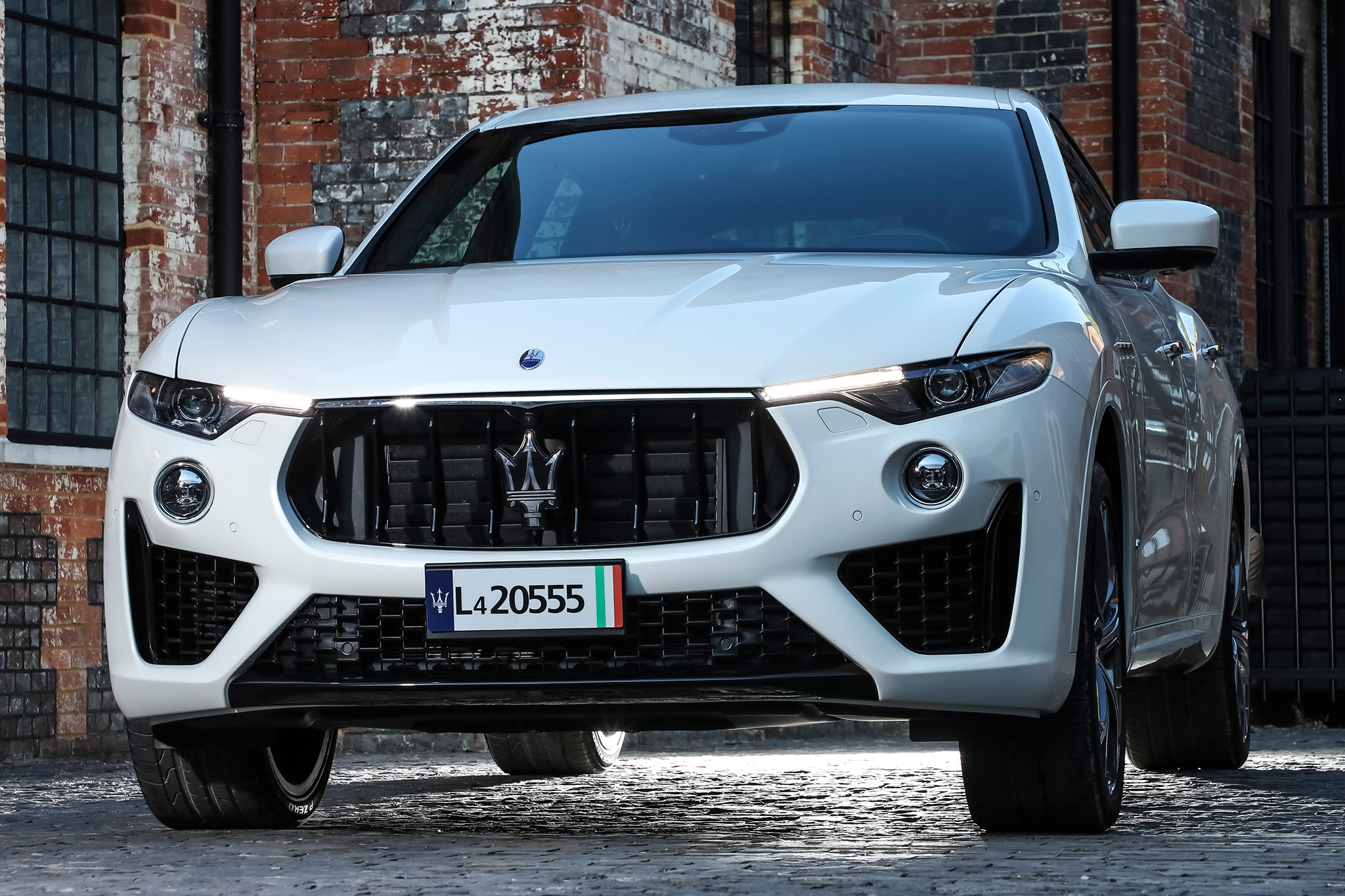 2019 maserati levante s first drive review automobile. Black Bedroom Furniture Sets. Home Design Ideas