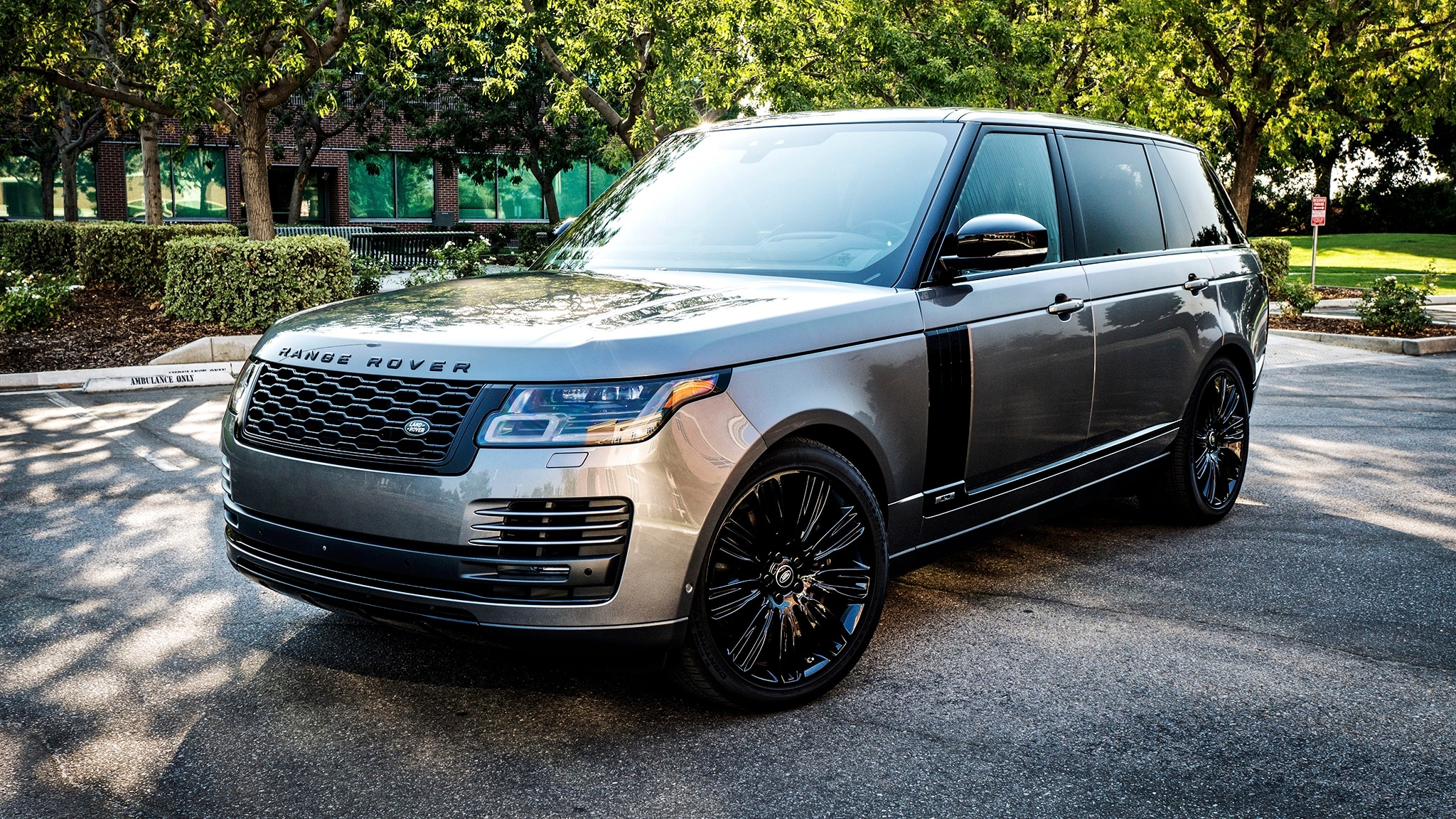 2018 Land Rover Range Rover Long Wheelbase 02