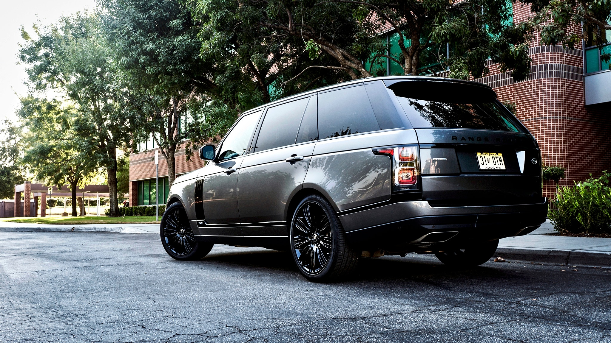 Eight Fabulous Things About the 2018 Range Rover LWB | Automobile