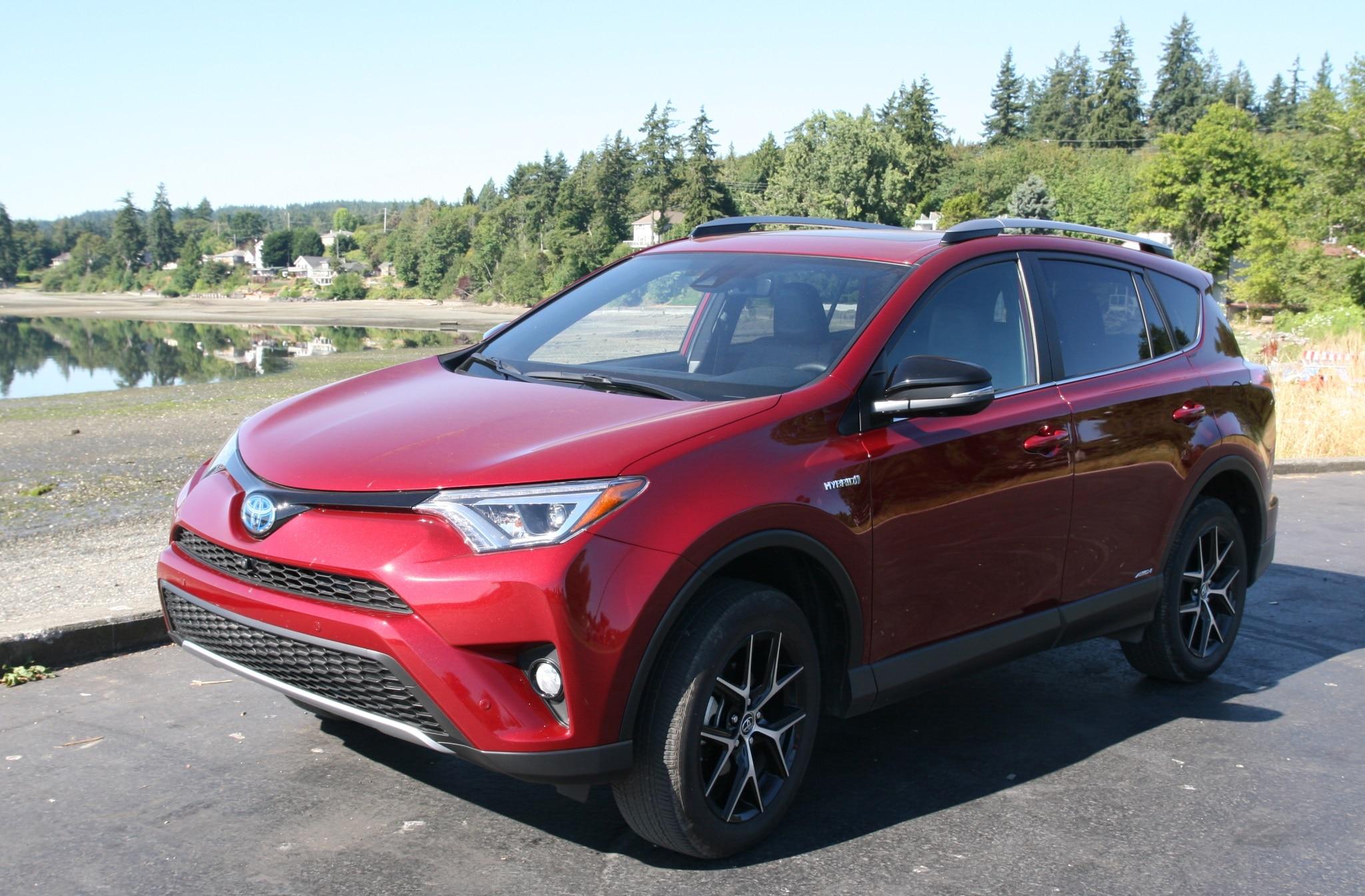 2018 Toyota Rav4 Hybrid Front Three Quarter Driver Side