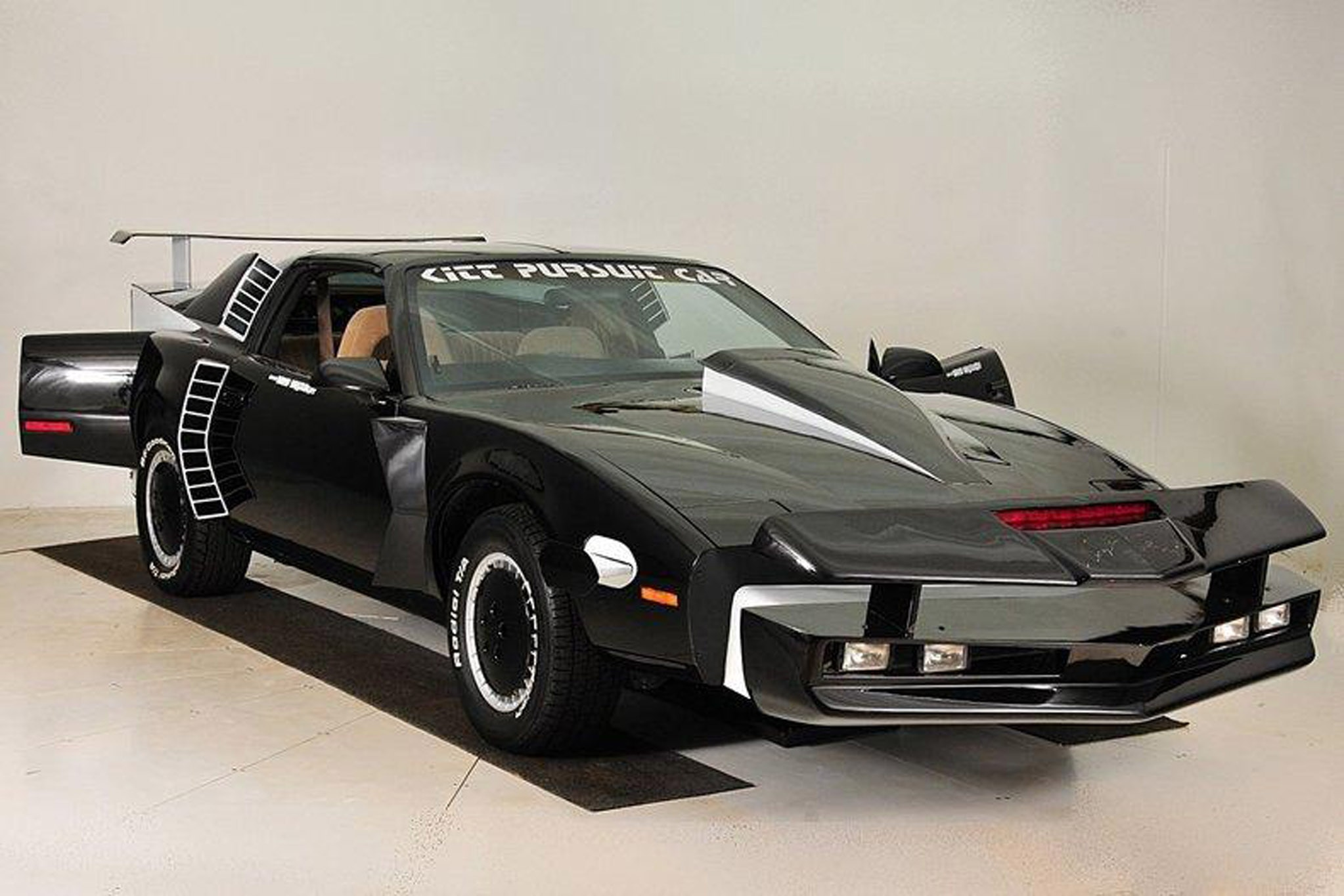 Knight Rider Super Pursuit Mode KITT Goes to Auction | Automobile