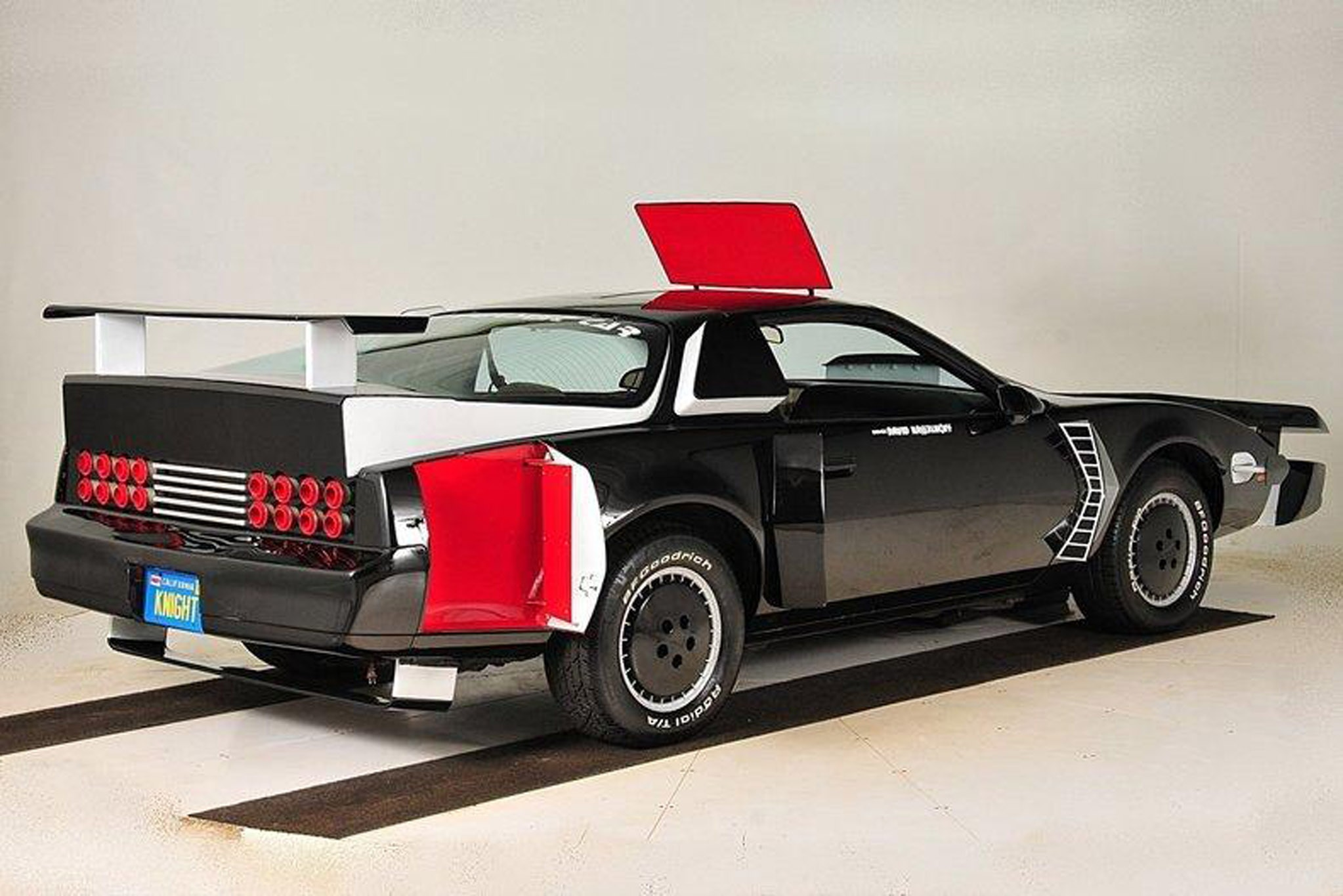 Knight Rider Super Pursuit Mode KITT Goes to Auction