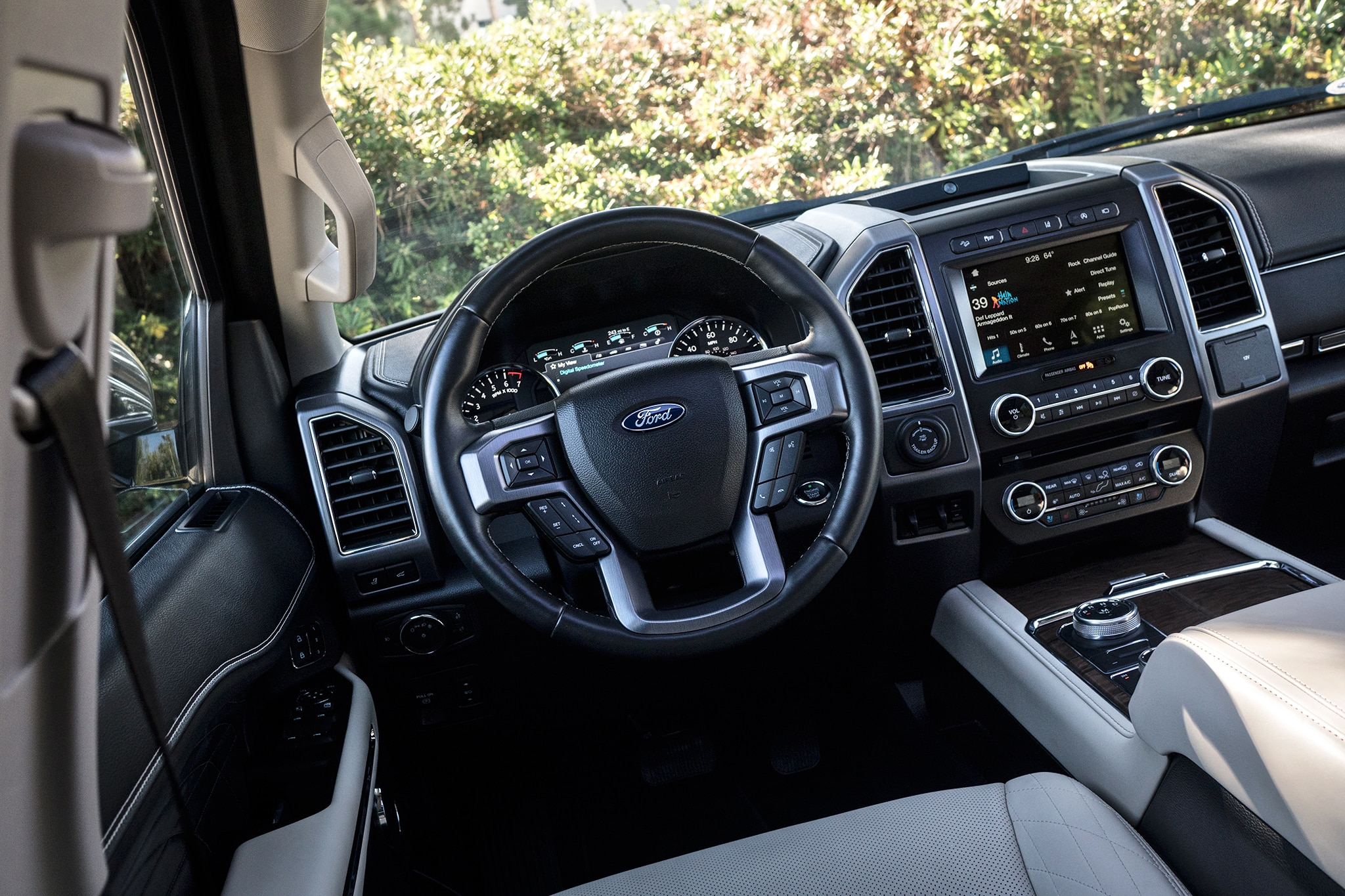 Eight Cool Things About the 2018 Ford Expedition Platinum Max