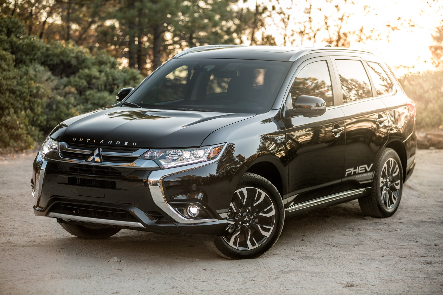 Quick Take: 2018 Mitsubishi Outlander PHEV | Automobile ...