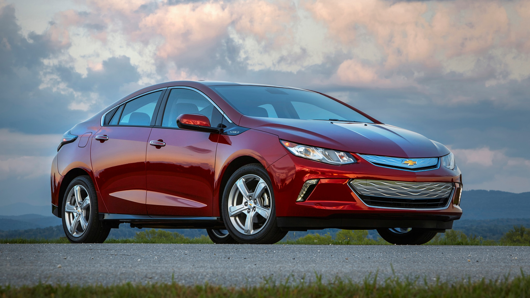 Chevy Volt Vs Bolt >> 2019 Chevrolet Bolt Ev And 2019 Chevrolet Volt Phev Review
